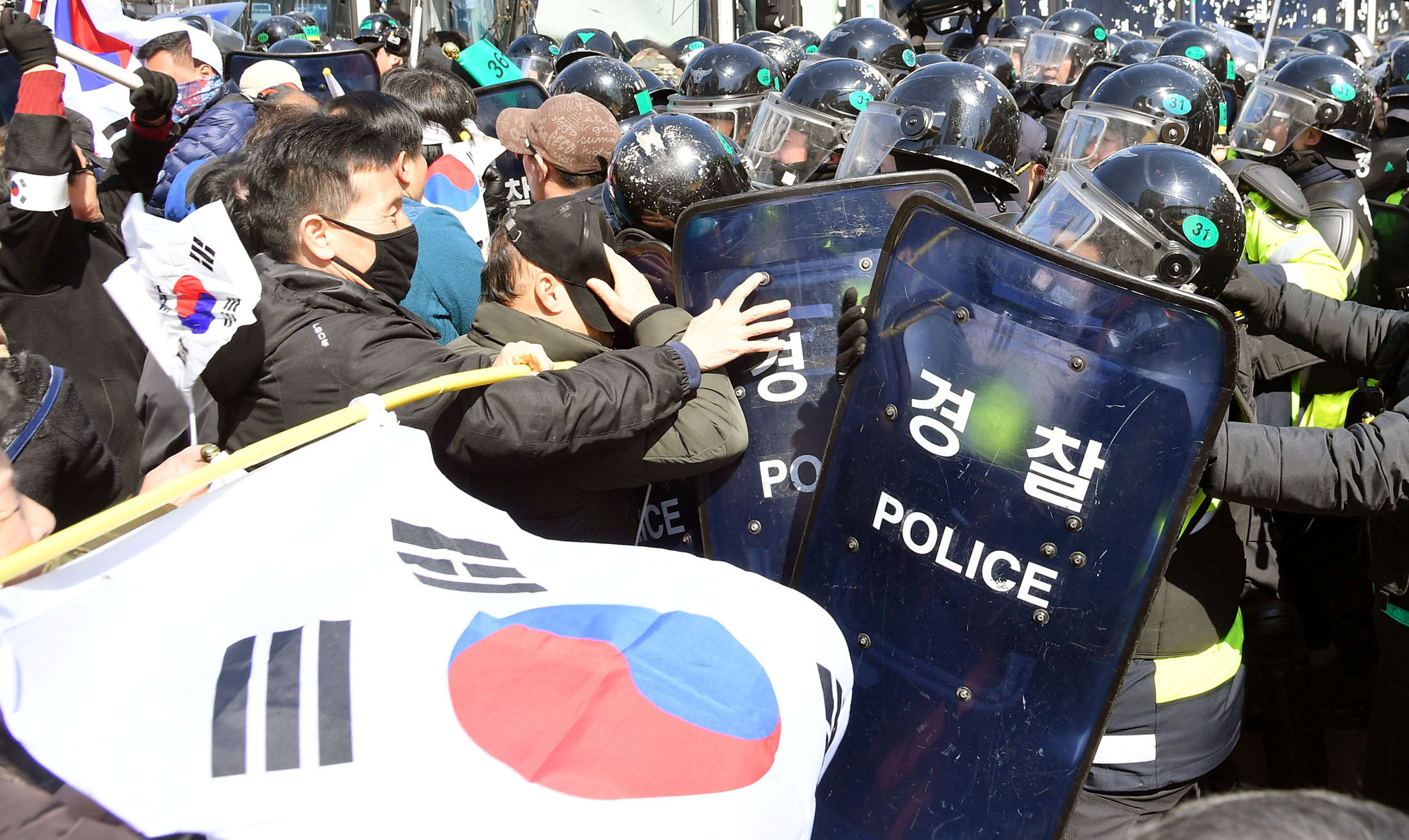 Protesters supporting South Korean President Park Geun-hye clash with riot policemen near the Constitutional Court in Seoul, South Korea, on March 10, 2017.