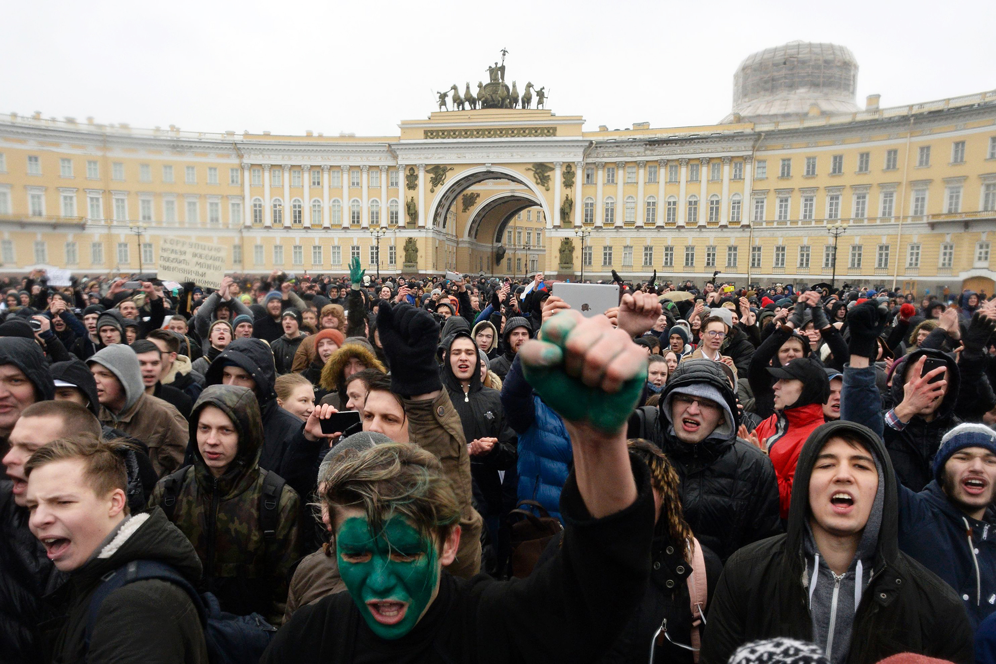 Opposition supporters participate in an anti-corruption rally in Saint Petersburg, Russia, on March 26, 2017.