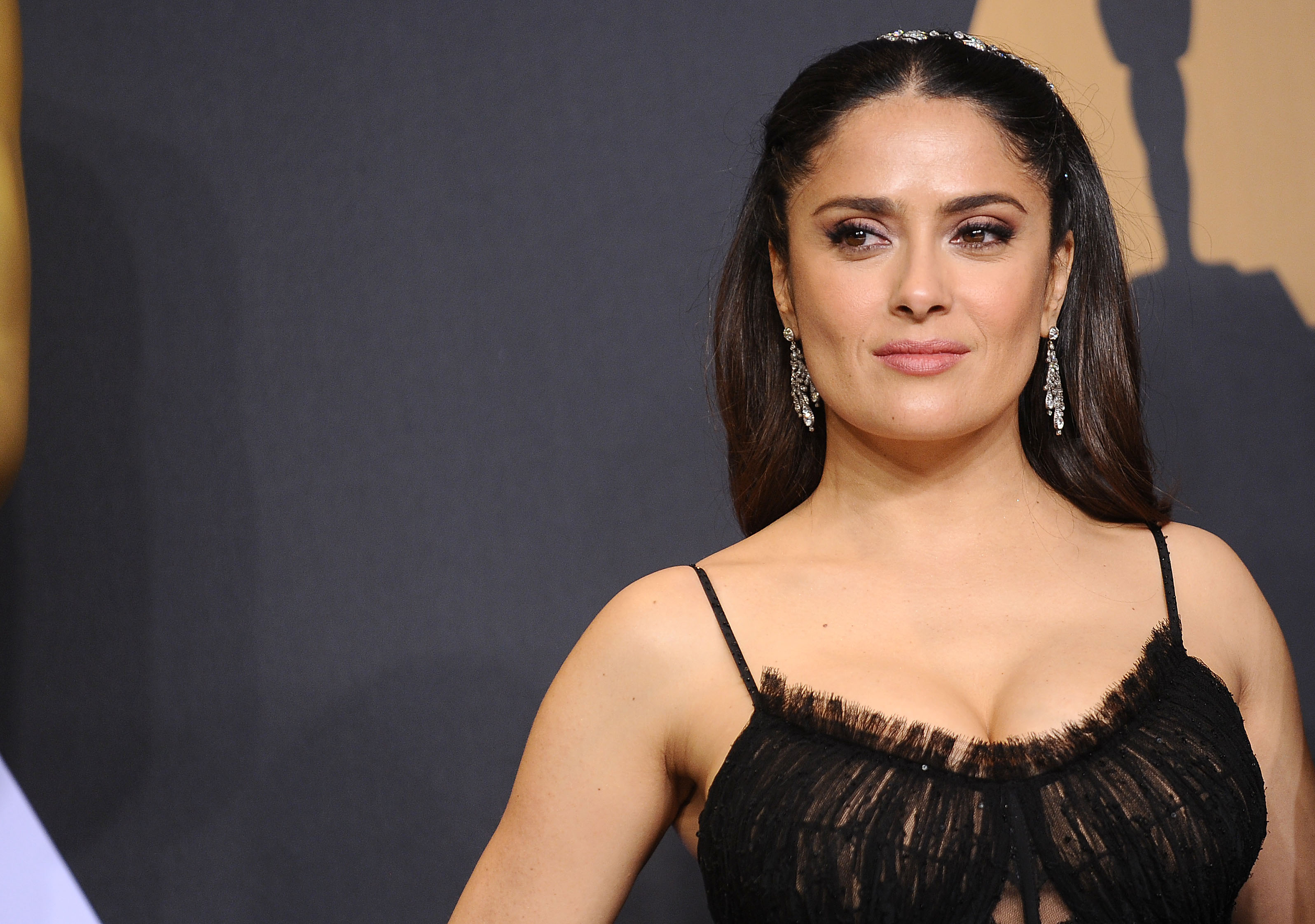 HOLLYWOOD, CA - FEBRUARY 26:  Actress Salma Hayek poses in the press room at the 89th annual Academy Awards at Hollywood & Highland Center on February 26, 2017 in Hollywood, California.  (Photo by Jason LaVeris/FilmMagic)