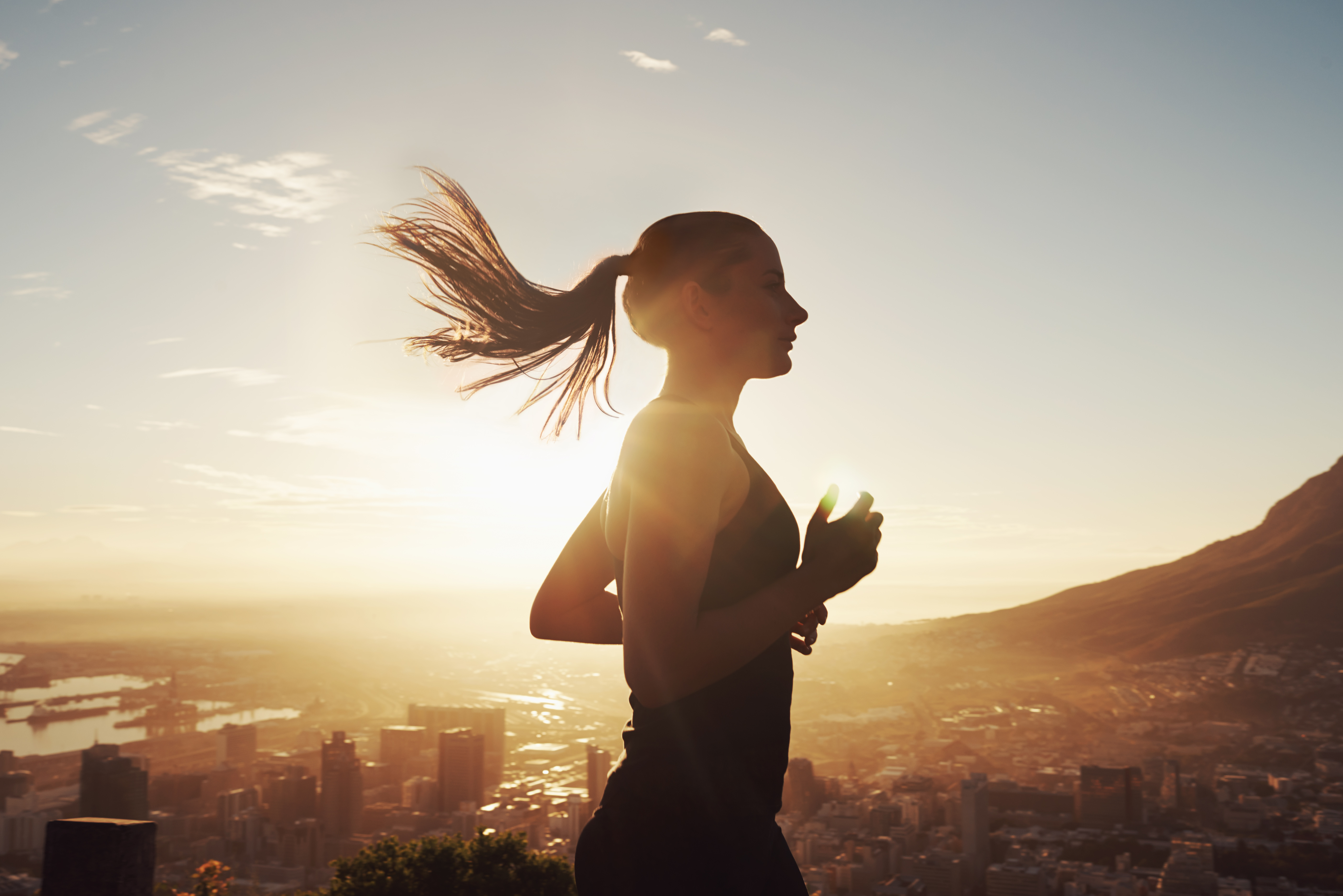 Shot of a beautiful young woman training at sunrisehttp://195.154.178.81/DATA/i_collage/pi/shoots/783460.jpg