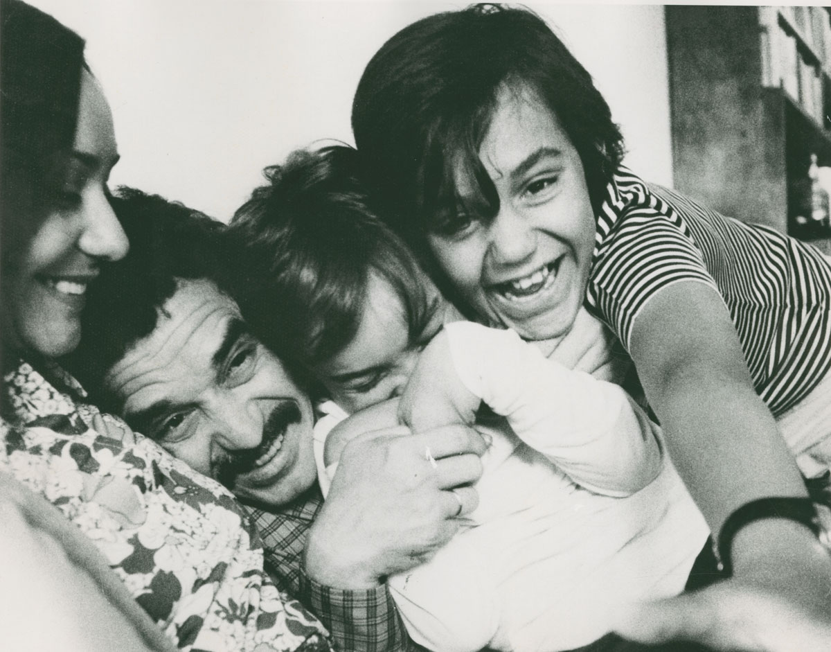 Gabriel García Márquez with his wife and sons; date unknown.