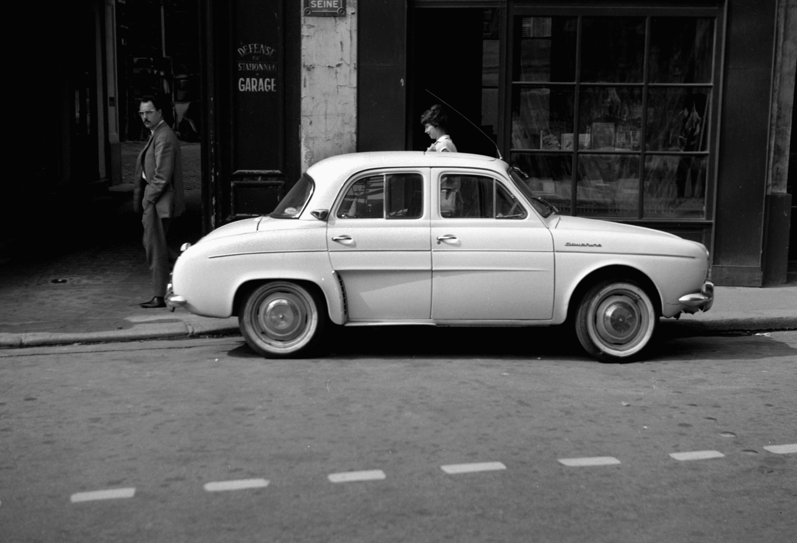 FRANCE - CIRCA 1960: A view of a Dauphine Renault, in 1960. (Photo by: Roger Viollet Collection/Roger Viollet/Getty Images)
