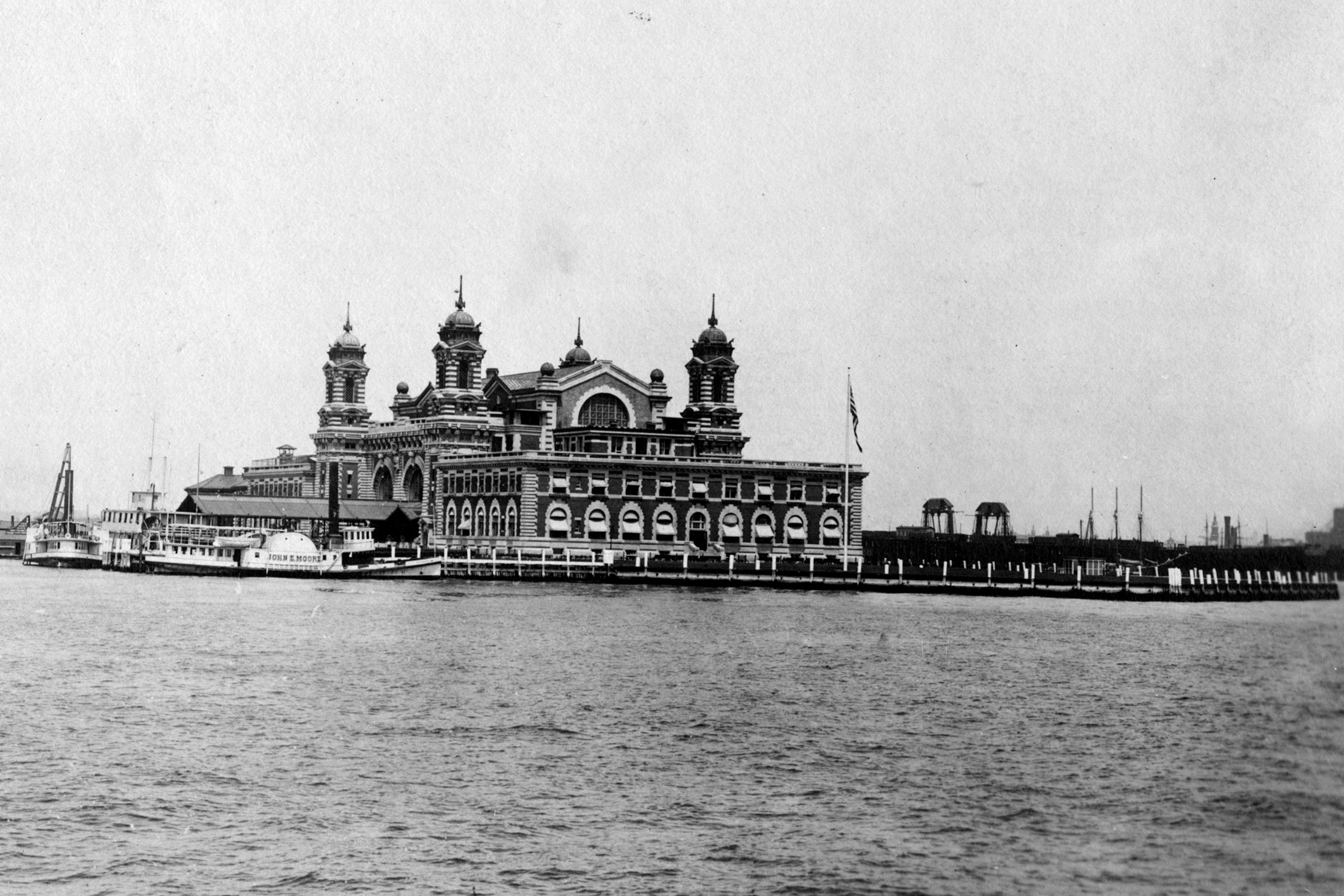 The exterior of the Ellis Island immigration inspection station in 1907.