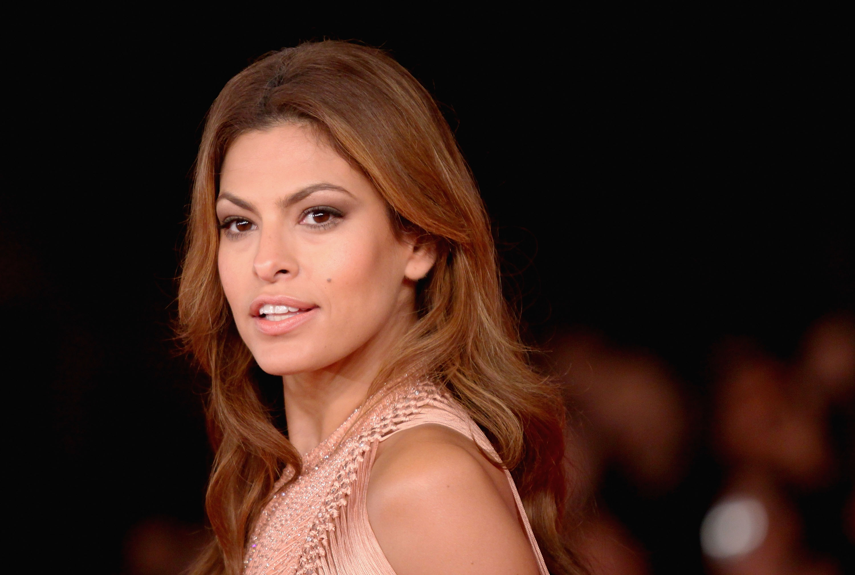 ROME - OCTOBER 29:  Actress Eva Mendes attends the  Little White Lies  premiere during The 5th International Rome Film Festival at Auditorium Parco Della Musica on October 29, 2010 in Rome, Italy.  (Photo by Ernesto Ruscio/Getty Images)