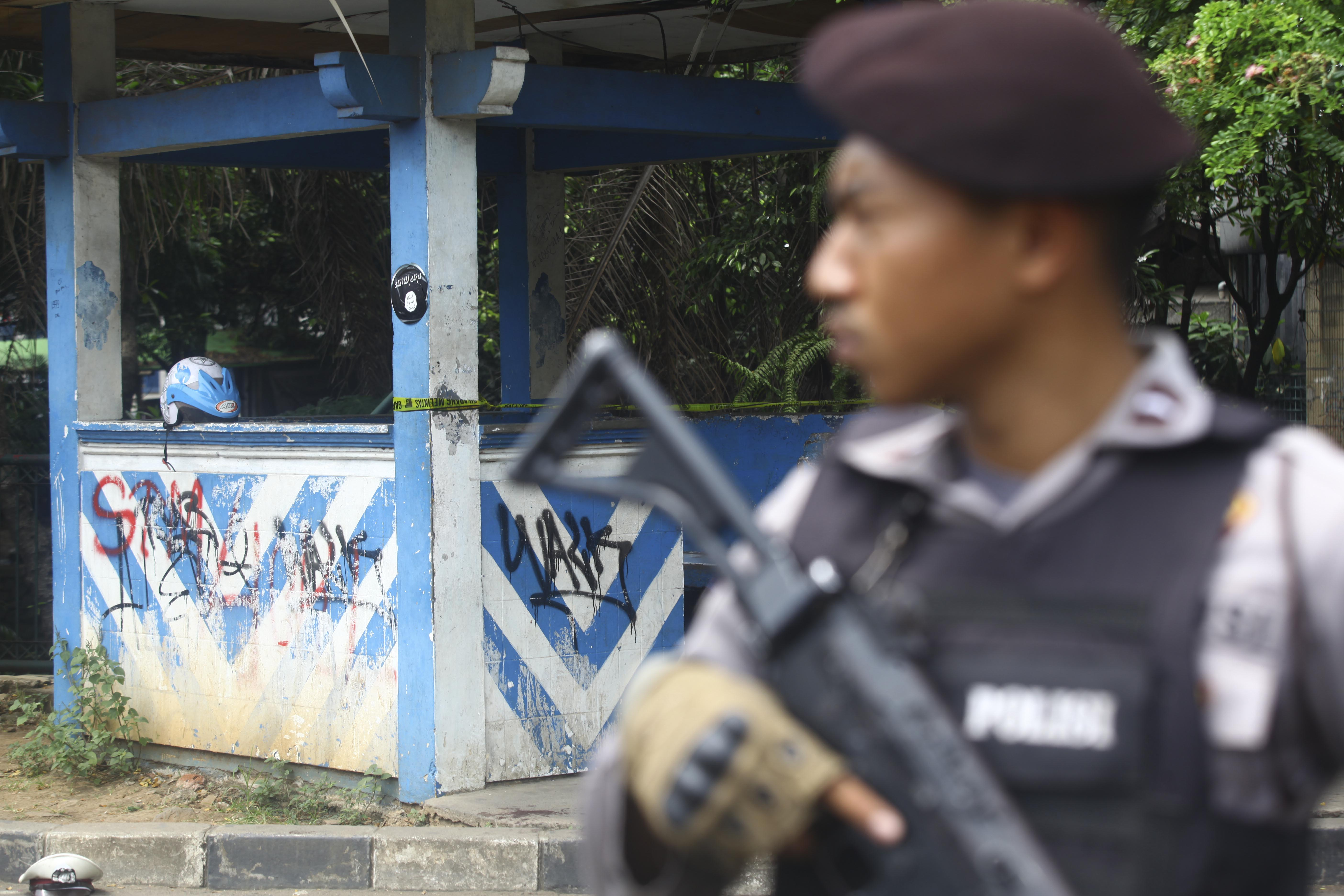 Officers cordon off the site of an attack on police by an alleged ISIS sympathizer wielding a machete and pipe bombs, on October 20, 2016 in Tangerang, Indonesia.