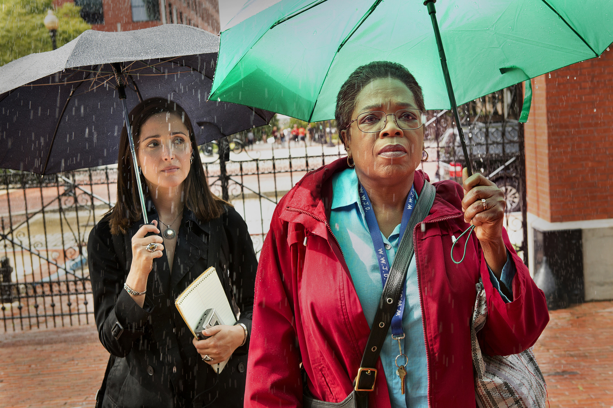 Rose Byrne and Oprah Winfrey in The Immortal Life of Henrietta Lacks.