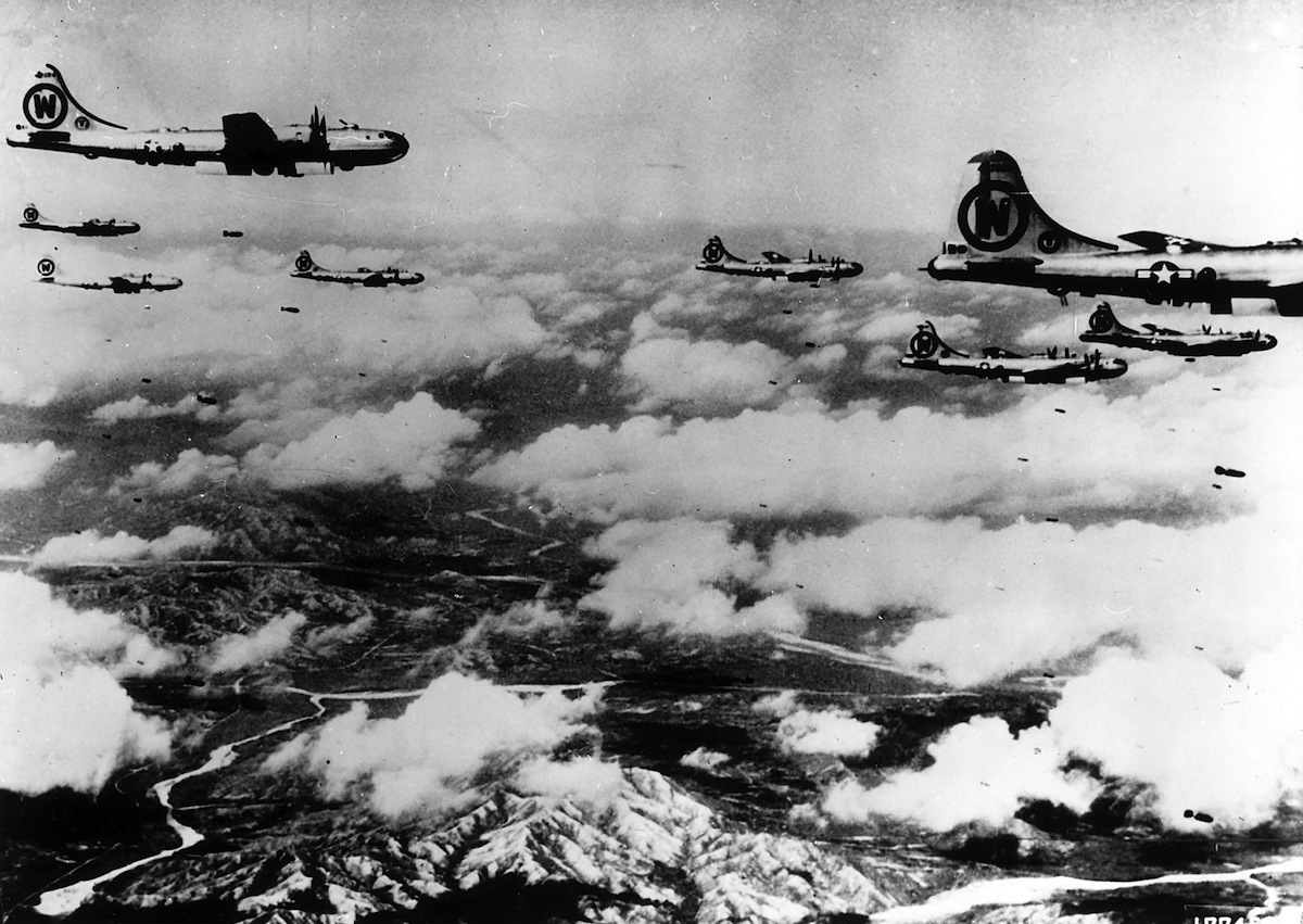 USAF bomber squadron on a mission against enemy positions in Korea, in 1950.