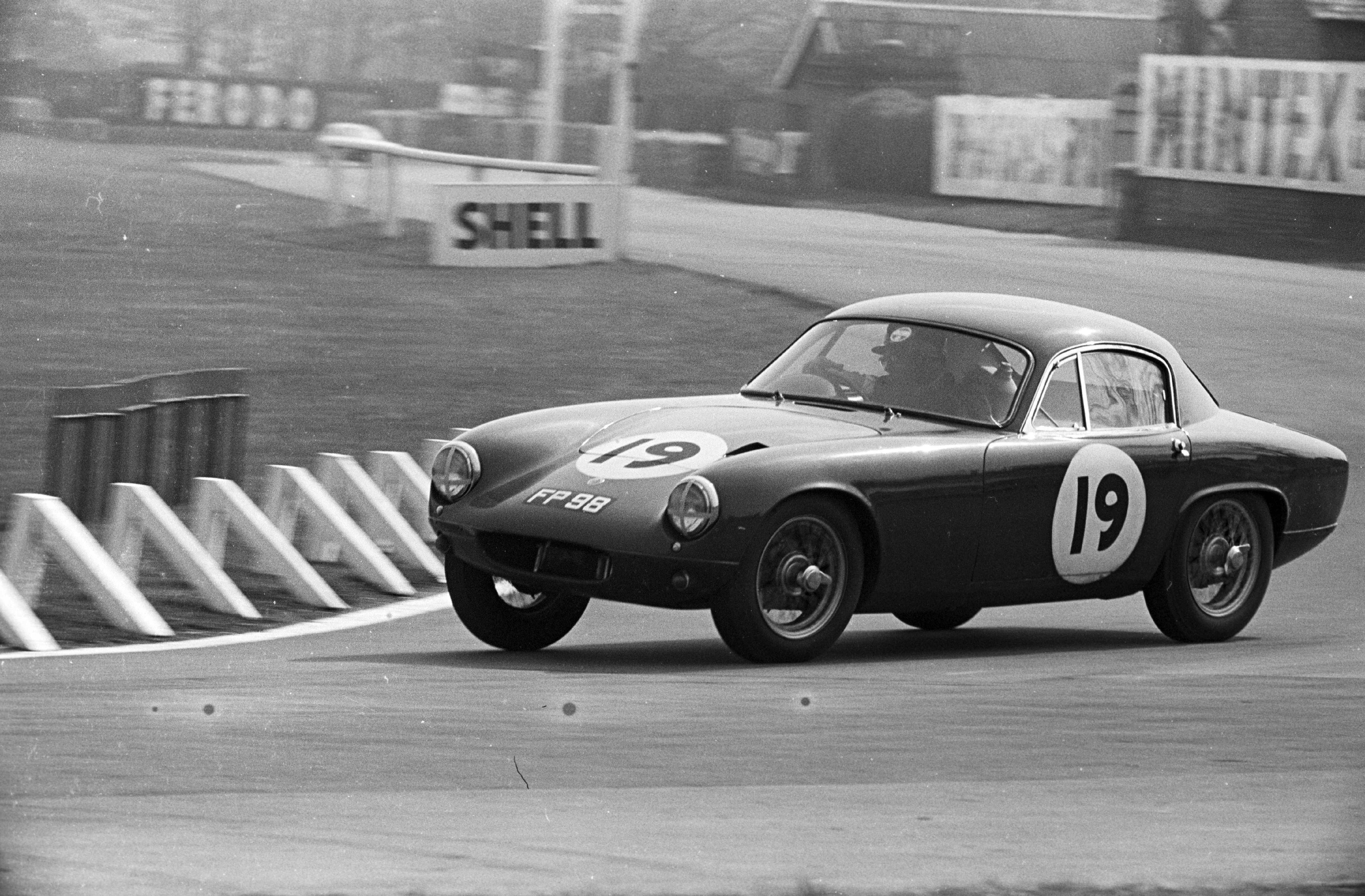 A Lotus Elite racing into Tatt's Corner in the Aintree 200 race, England 30 April 1960. (Photo by: GP Library/UIG via Getty Images)