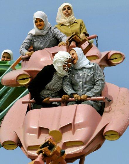 01-anja-niedringhaus-award-palestinian-women-amusement-park