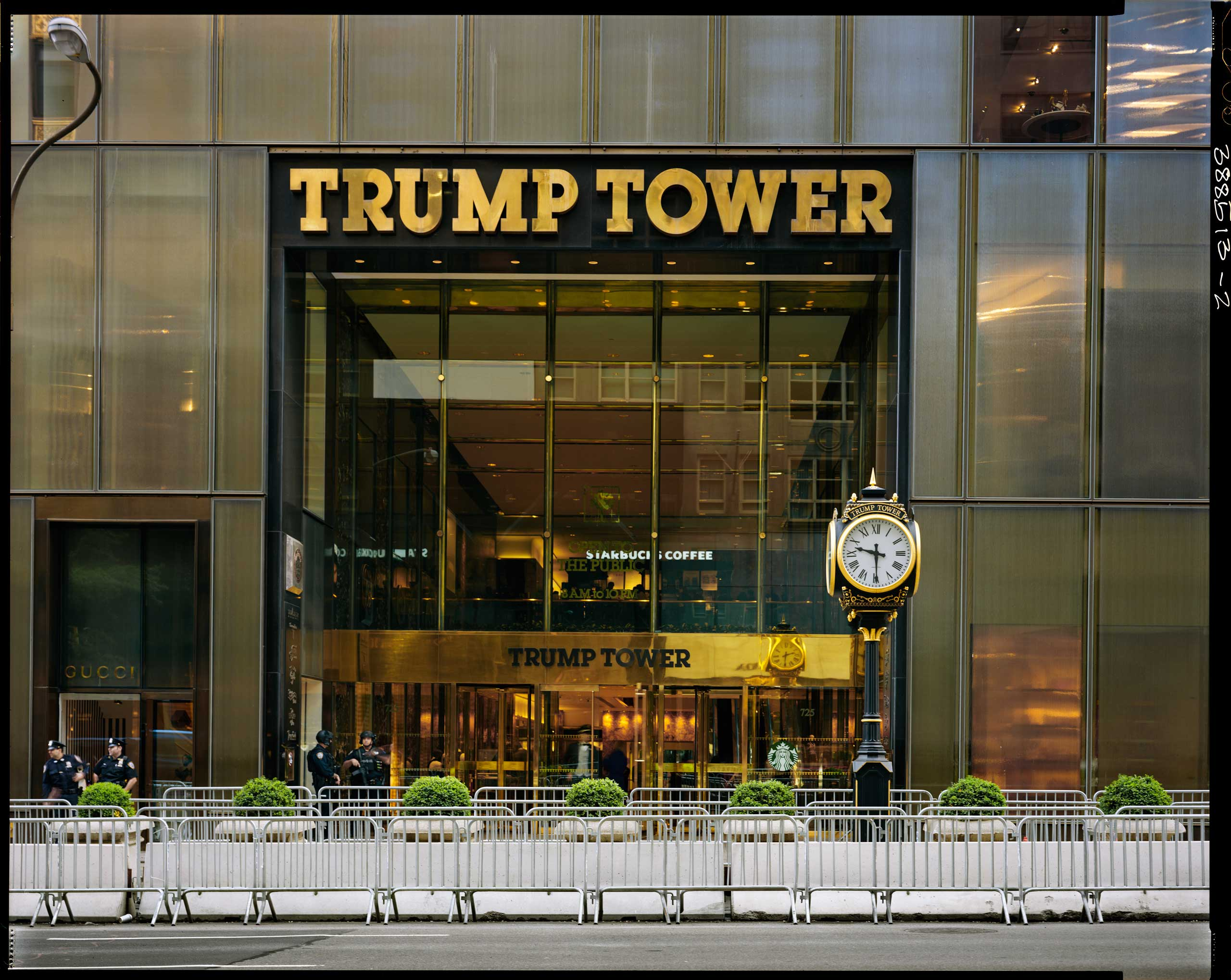 Translation of caption from Liberation: 9:30 am, May 3, 2017, 5th Avenue. It's Fort Knox in midtown Manhattan. The man in the red tie has not skimped on the gold color, we are reminded of Scrooge McDuck on this already outrageously wealthy avenue. Designed in 1981 and finished by 1985, nobody payed attention to this ingot-shaped building. Melania would like to live here permanently, causing enormous security issues on top of an exuberant price tag. Good news, after all, the number of New York Times subscribers has doubled since Donald Trump's arrival in office.