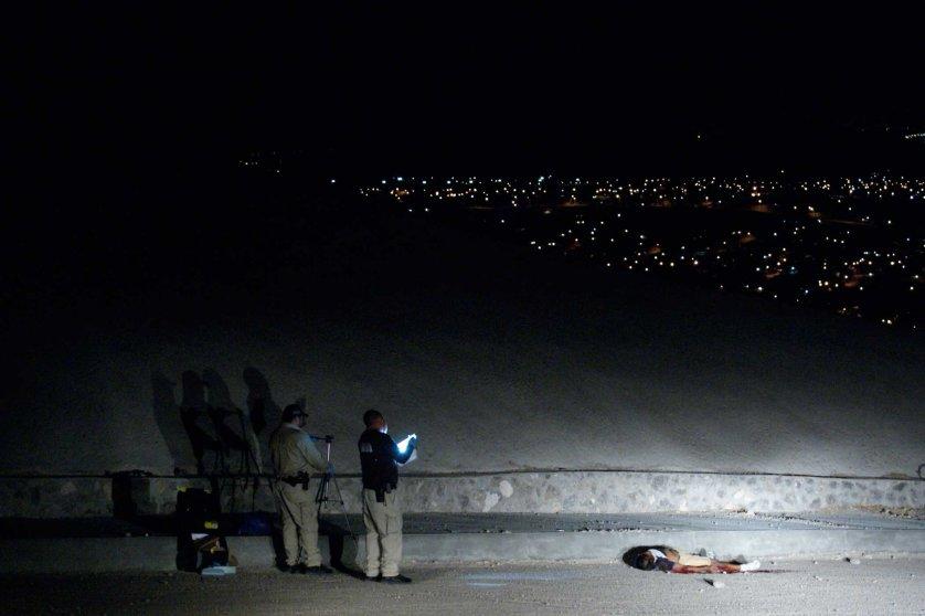 ciudad juarez chihuahua 25 abril 2012EJECUTADO EN CAMINO REAL U HUAJUTLA FRENTE AL CERRO DE LA BIBLIA,,,, EN LA COLONIA GUSTAVO DIAZ ORDAZ,,, SEGUN DICEN PERTENECIA A LOS AZTECAS POR LOR TATUAJES QUE TENIA,,, DE APROX, 35 A 40 AÑOS,,,,,LO BAJAN DE UN AUTO Y LE DISPARANDAYER