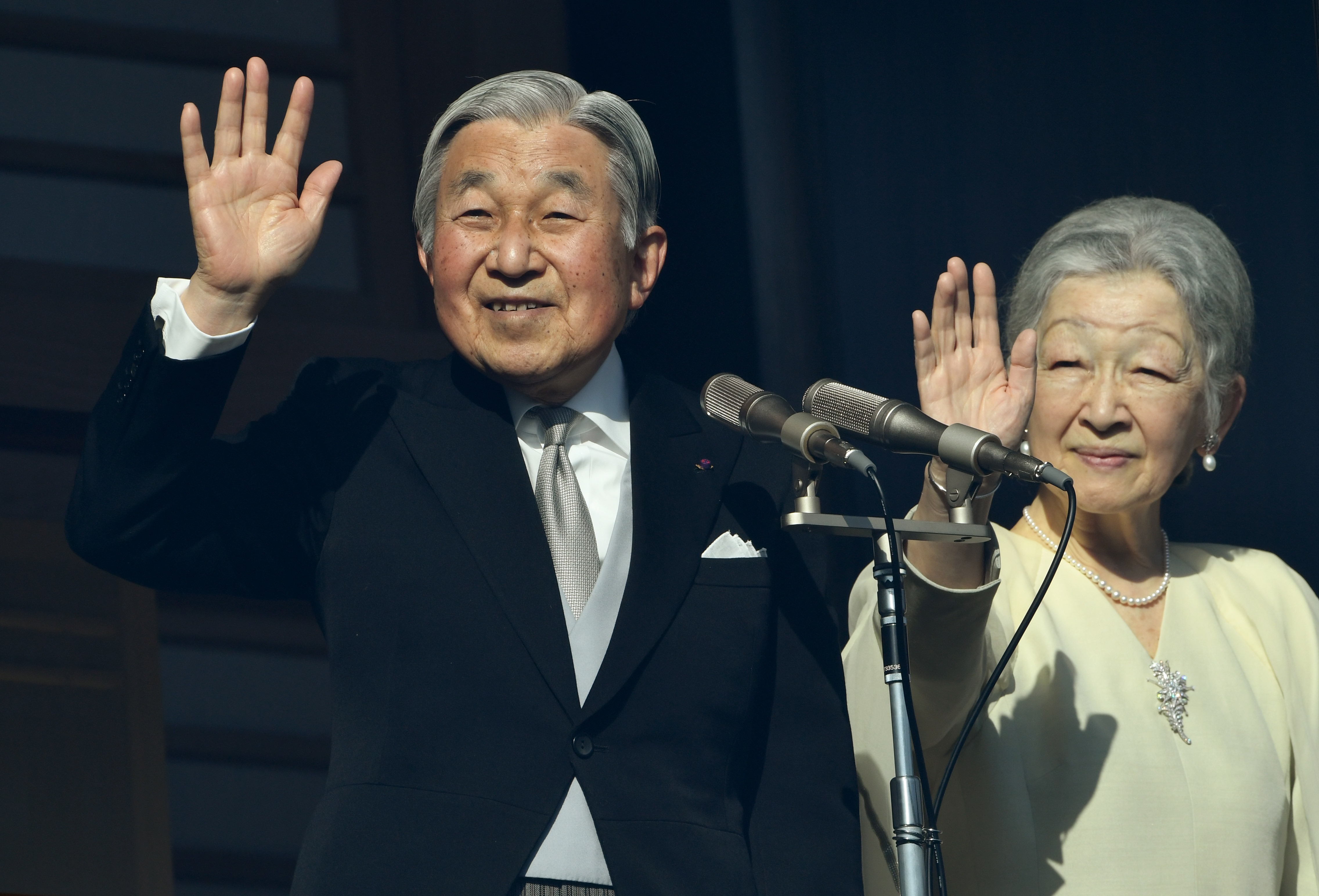 Japanese Emperor Akihito and Empress Michiko wave to well-wishers on the balcony of the Imperial Palace in Tokyo on January 2, 2017.