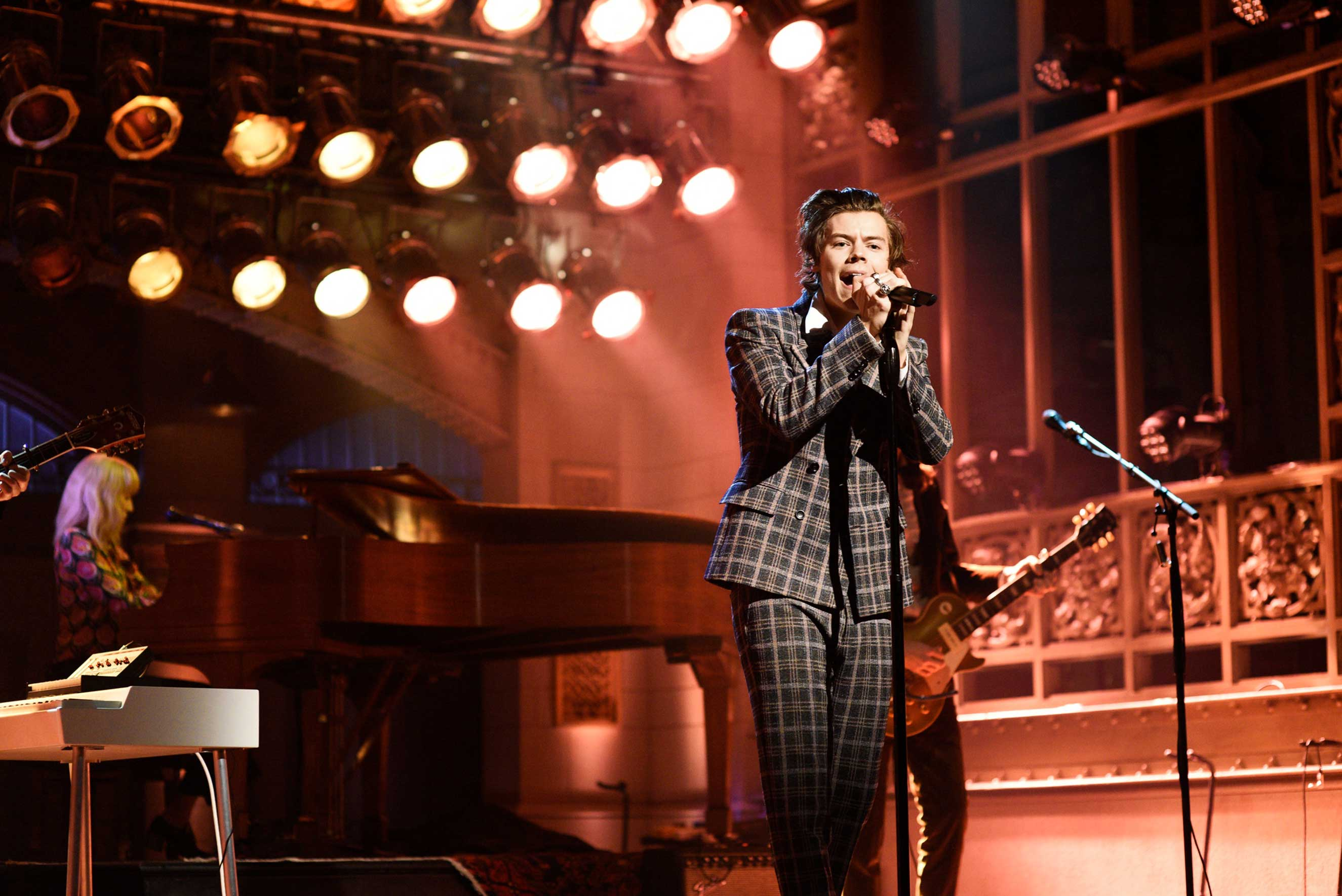 Harry Styles performs  Sign of the Times  on Saturday Night Live in New York City, April 15, 2017