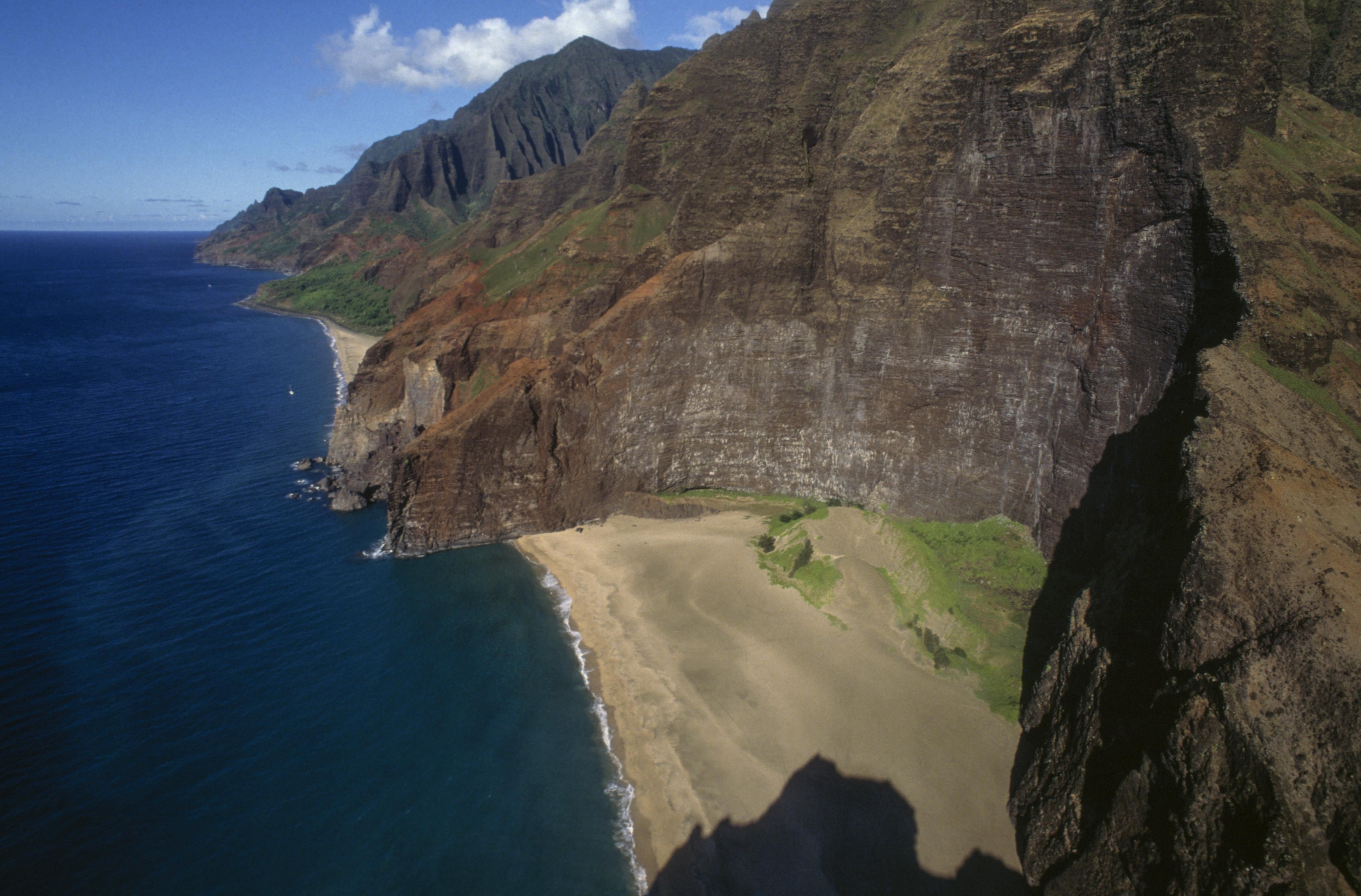 UNITED STATES - APRIL 23: Beach, Na Pali Coast Park, island of Kauai, Hawai, United States of America. (Photo by DeAgostini/Getty Images)