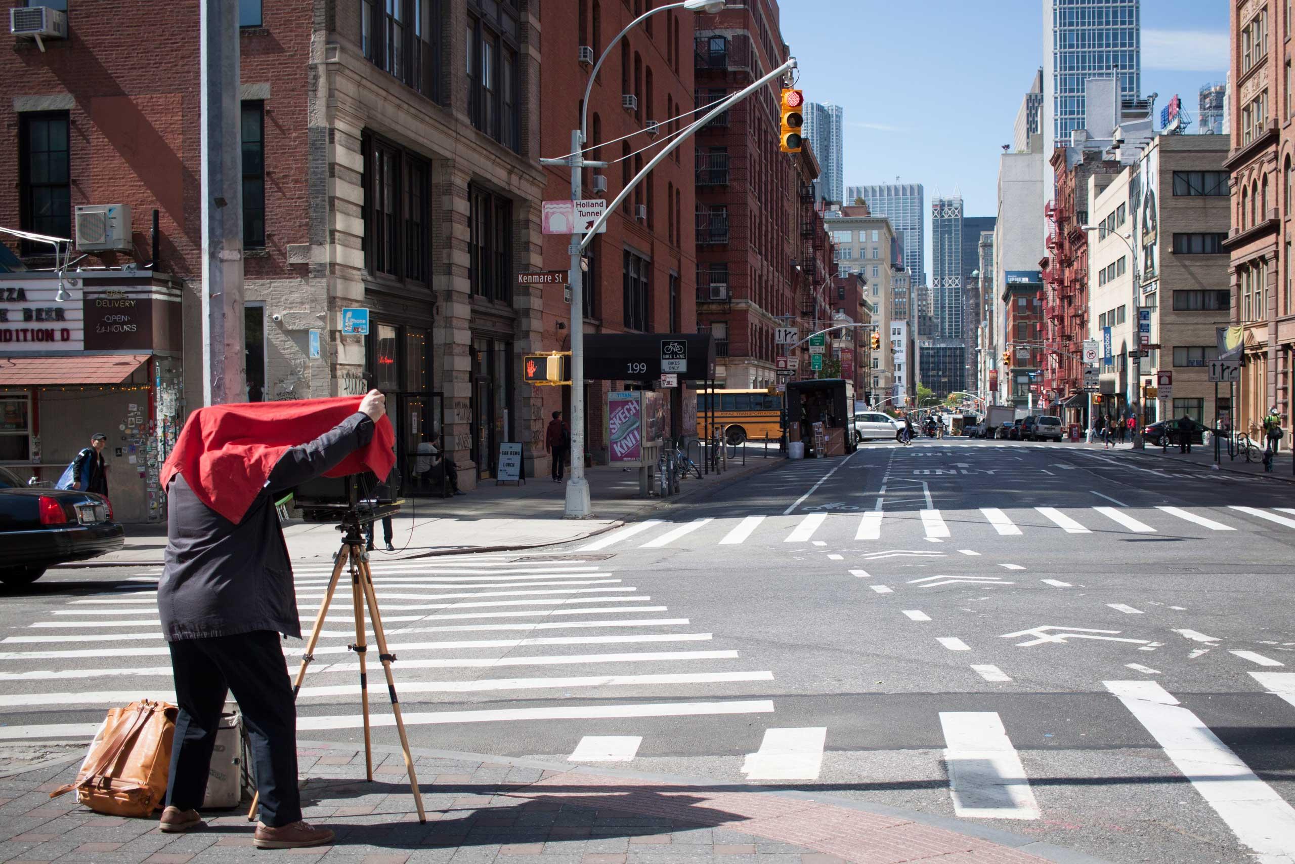 Raymond Depardon at work in New York.