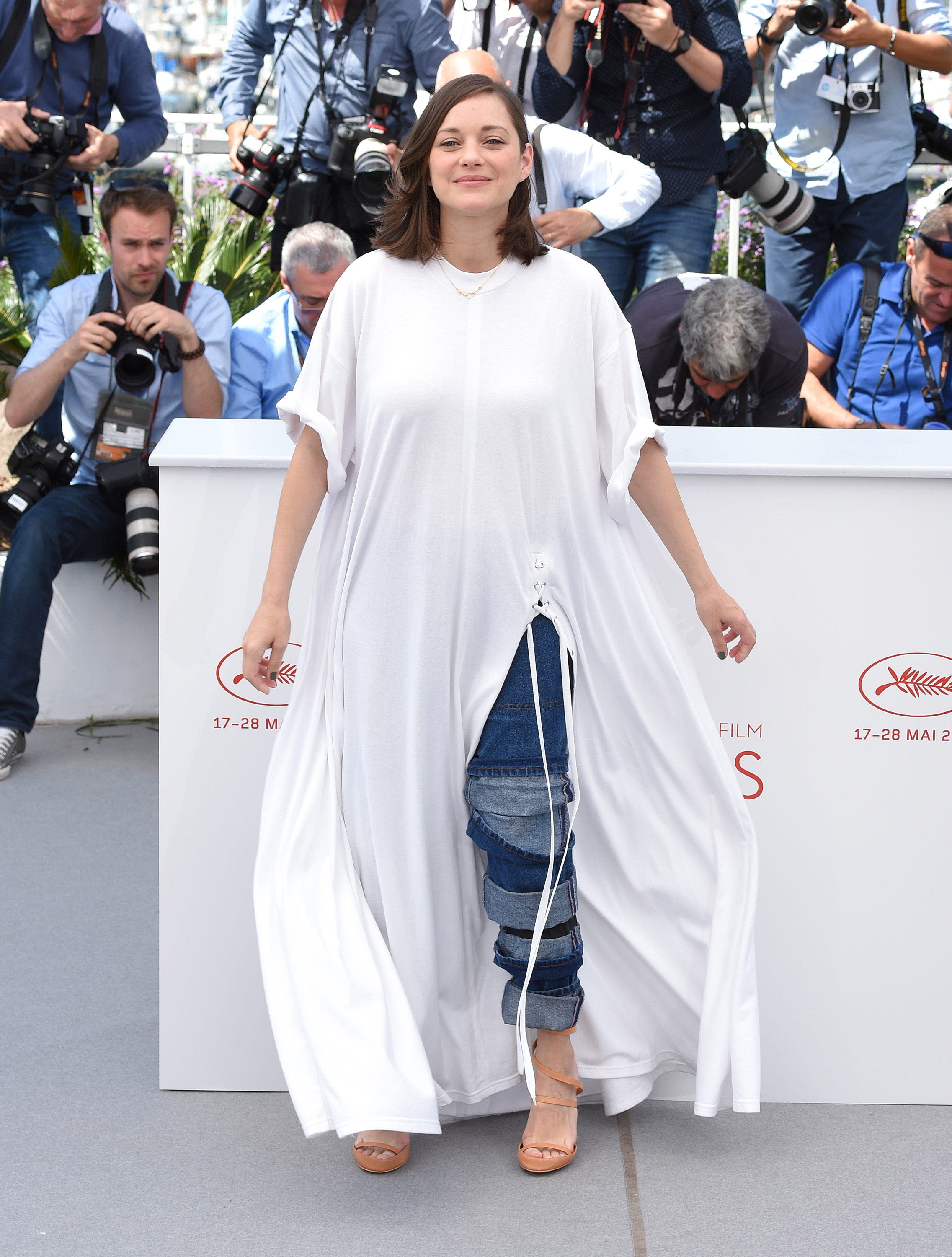 Marion Cotillard attends the  Ismael's Ghosts (Les Fantomes d'Ismael)  photocall during the 70th annual Cannes Film Festival at Palais des Festivals on May 17, 2017 in Cannes, France.  (Photo by Anthony Harvey/FilmMagic)