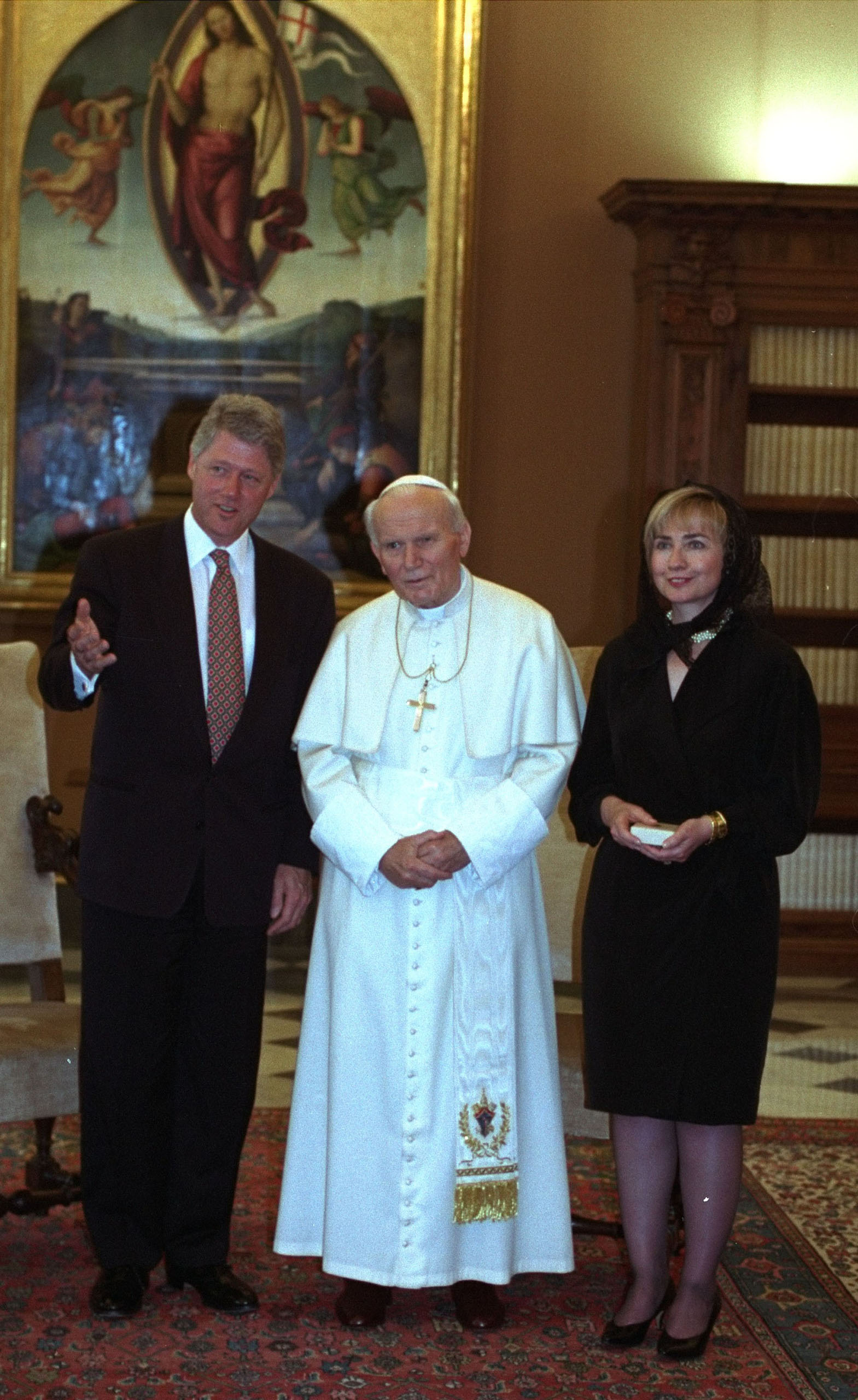 President and Mrs. Clinton meet with Pope John Paul II at the Vatican Thursday June 2, 1994.