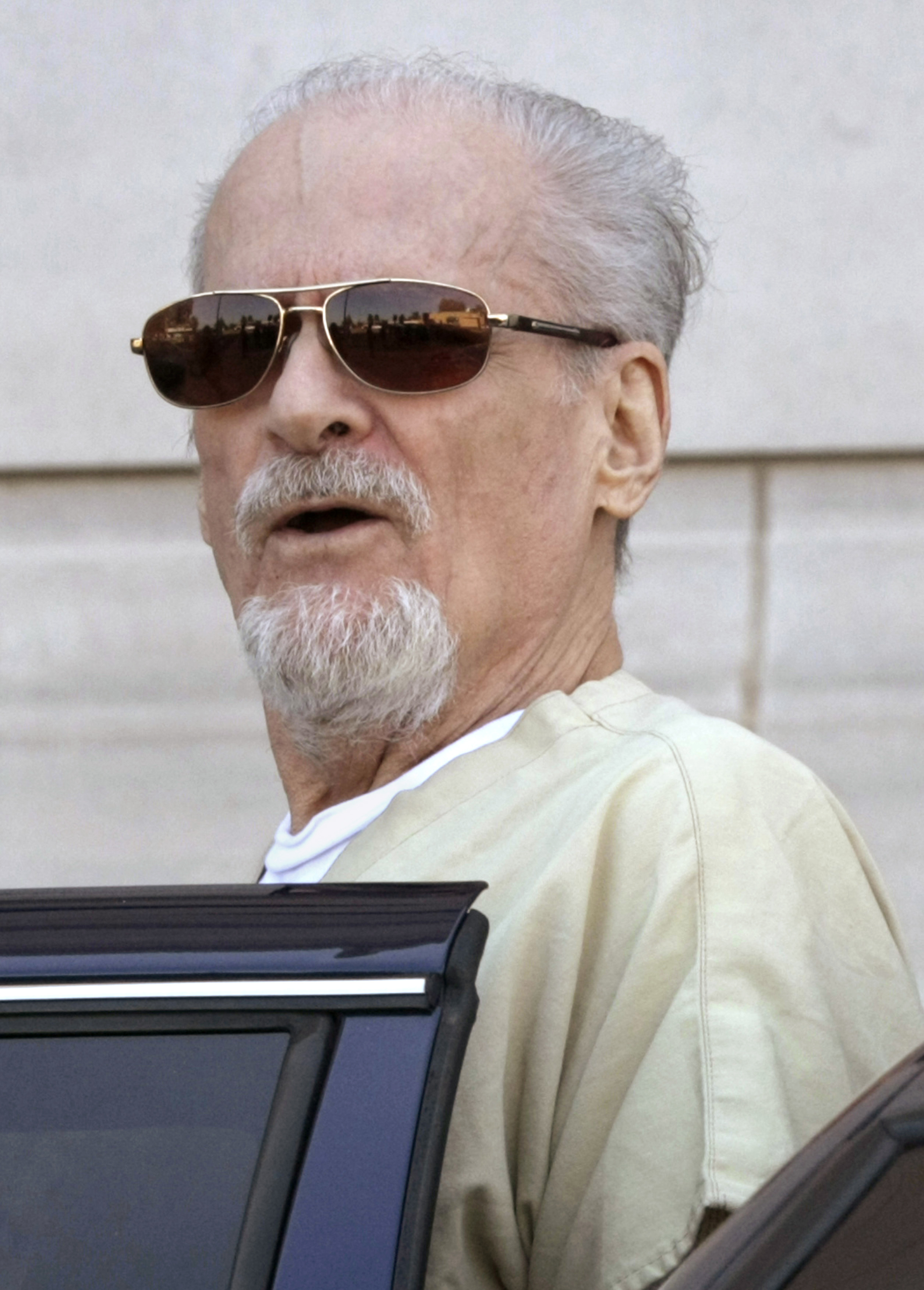 Tony Alamo talks to reporters as he is escorted to a waiting police car outside the federal courthouse in Texarkana, Ark. on July 23, 2009.