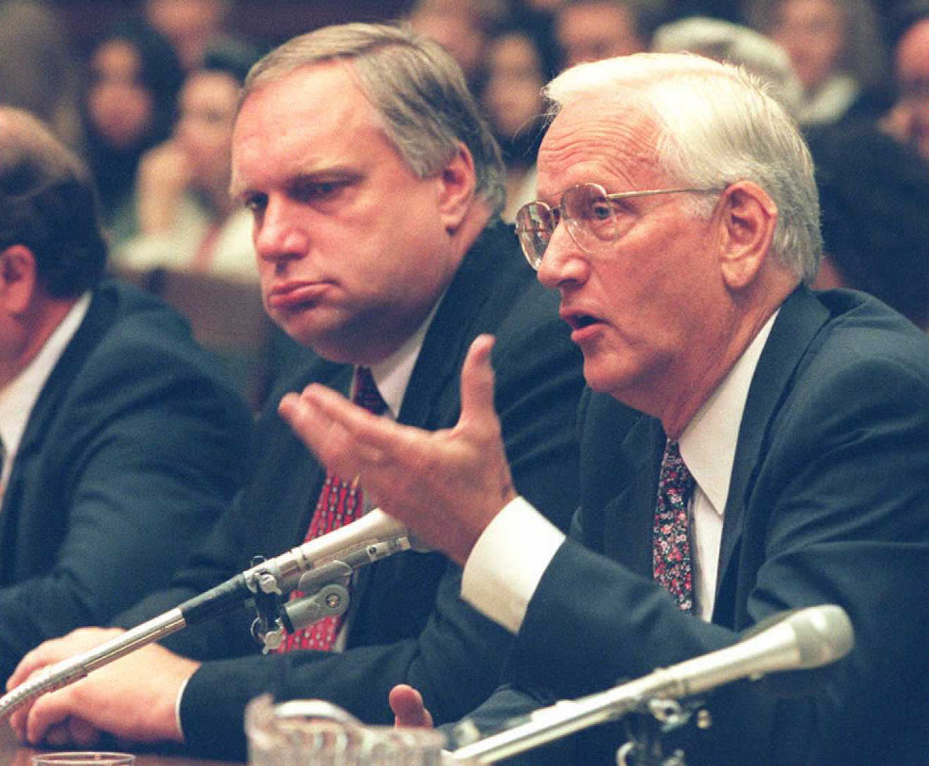 Former FBI Director William Sessions(R) testifies about the 1993 raid on the Branch Davidian compound in Waco, Texas as former Associate Attorney General Webster Hubbell(L) looks on during congressional hearings on Capitol Hill in Washington, DC 28 July.