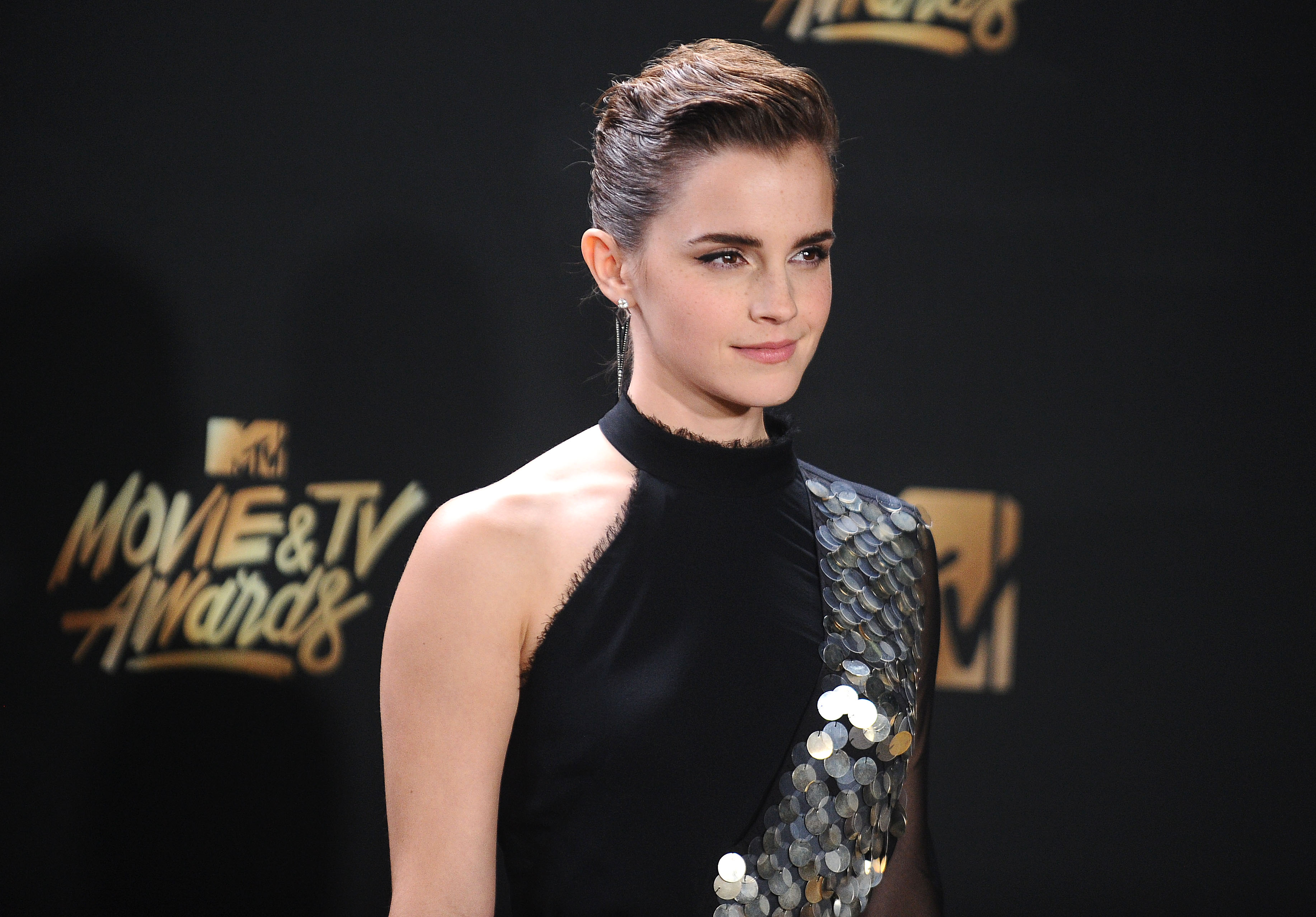 LOS ANGELES, CA - MAY 07:  Actress Emma Watson poses in the press room at the 2017 MTV Movie and TV Awards at The Shrine Auditorium on May 7, 2017 in Los Angeles, California.  (Photo by Jason LaVeris/FilmMagic)