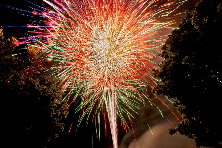 Fireworks-Show-In-One-Shot