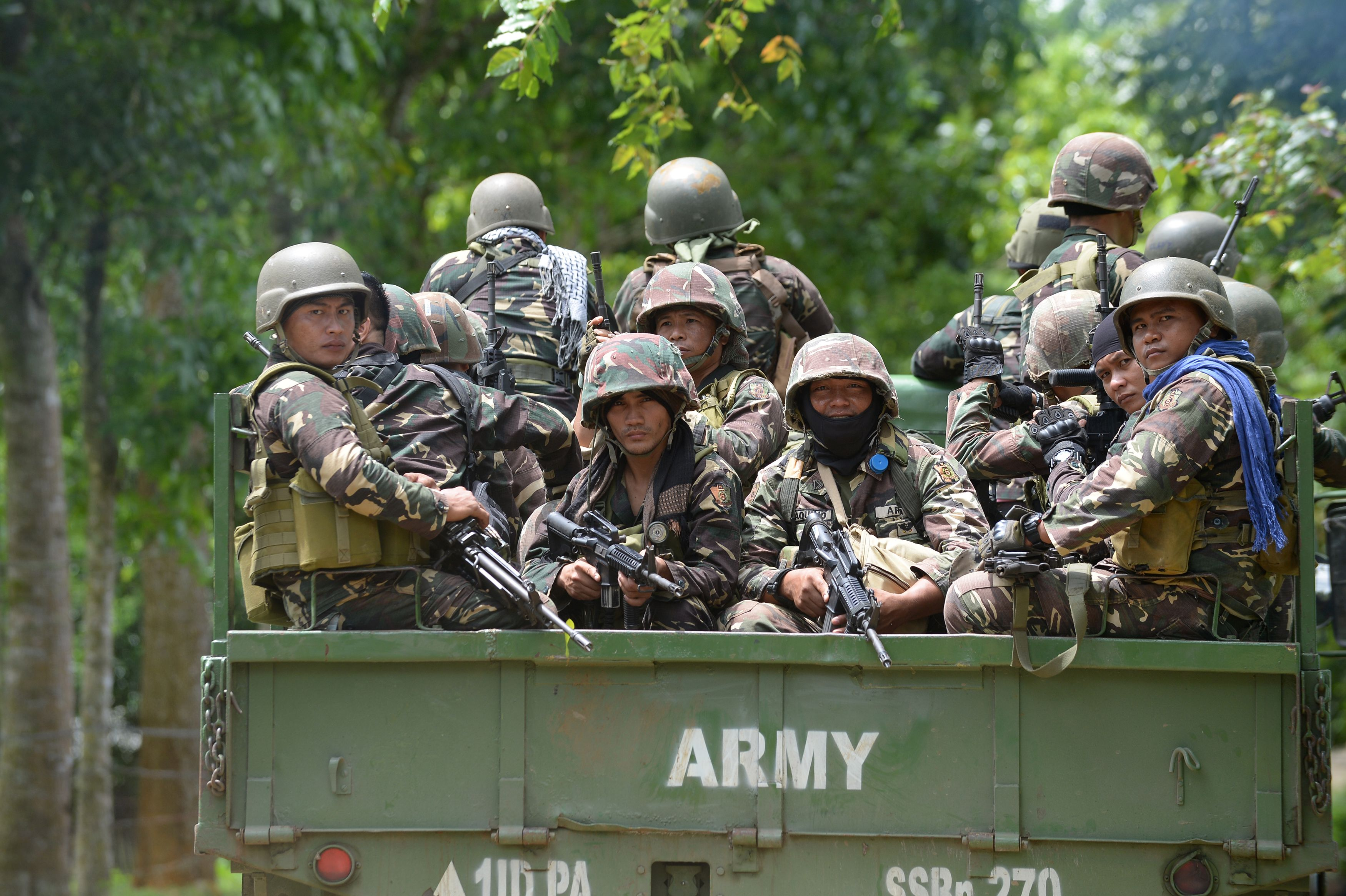 Philippine soldiers arrive at a military camp in Marawi on May 25, 2017.