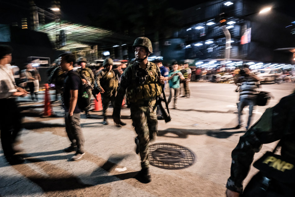 Philippine soldiers take up positions outside Resorts World Manila after gunshots and explosions were heard there on June 2, 2017 in Manila, Philippines.