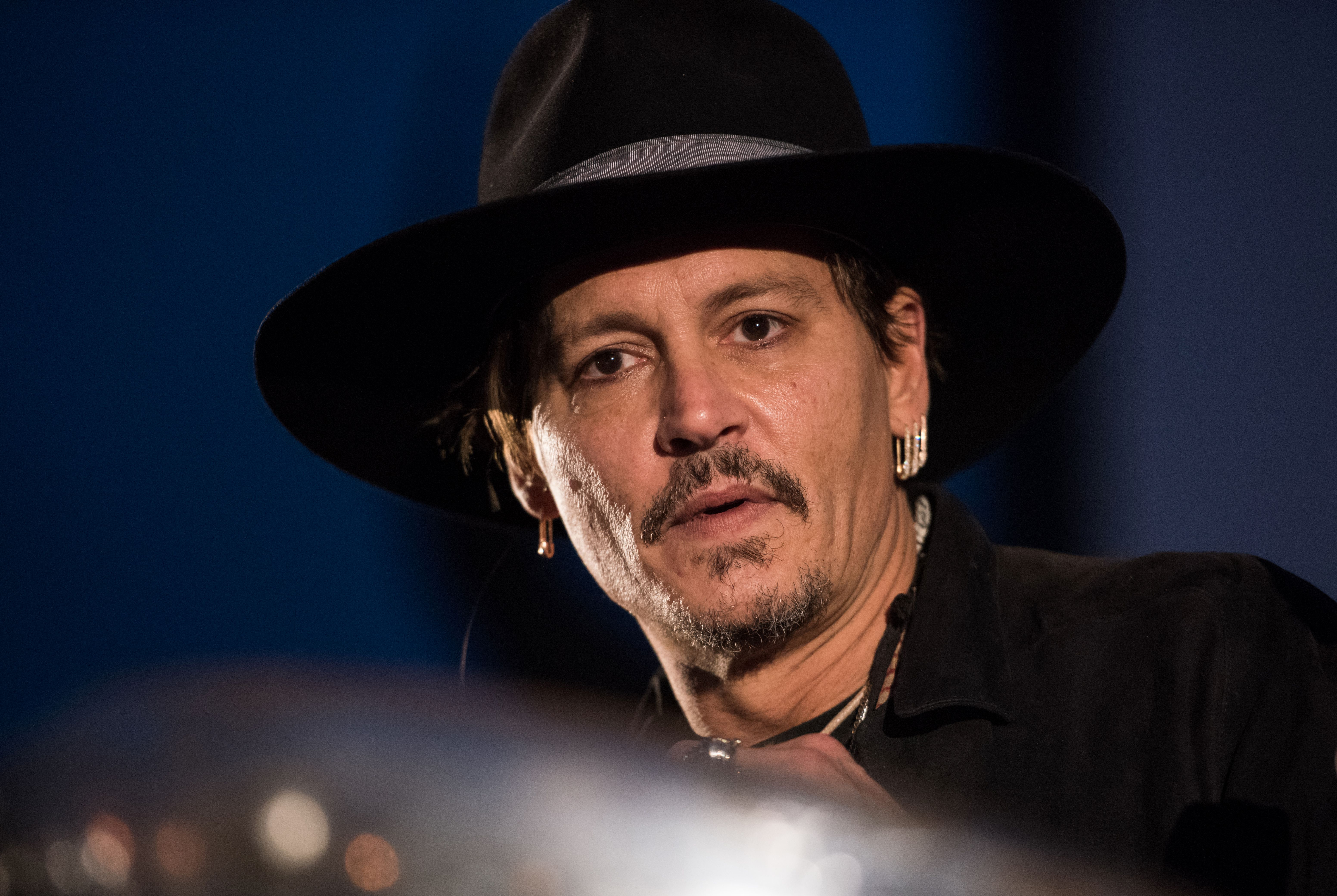 Actor Johnny Depp introduces his film 'The Libertine' to an audience at Day 1 of the 2017 Glastonbury Festival, on June 22, 2017.  / AFP PHOTO / OLI SCARFF        (Photo credit should read OLI SCARFF/AFP/Getty Images)