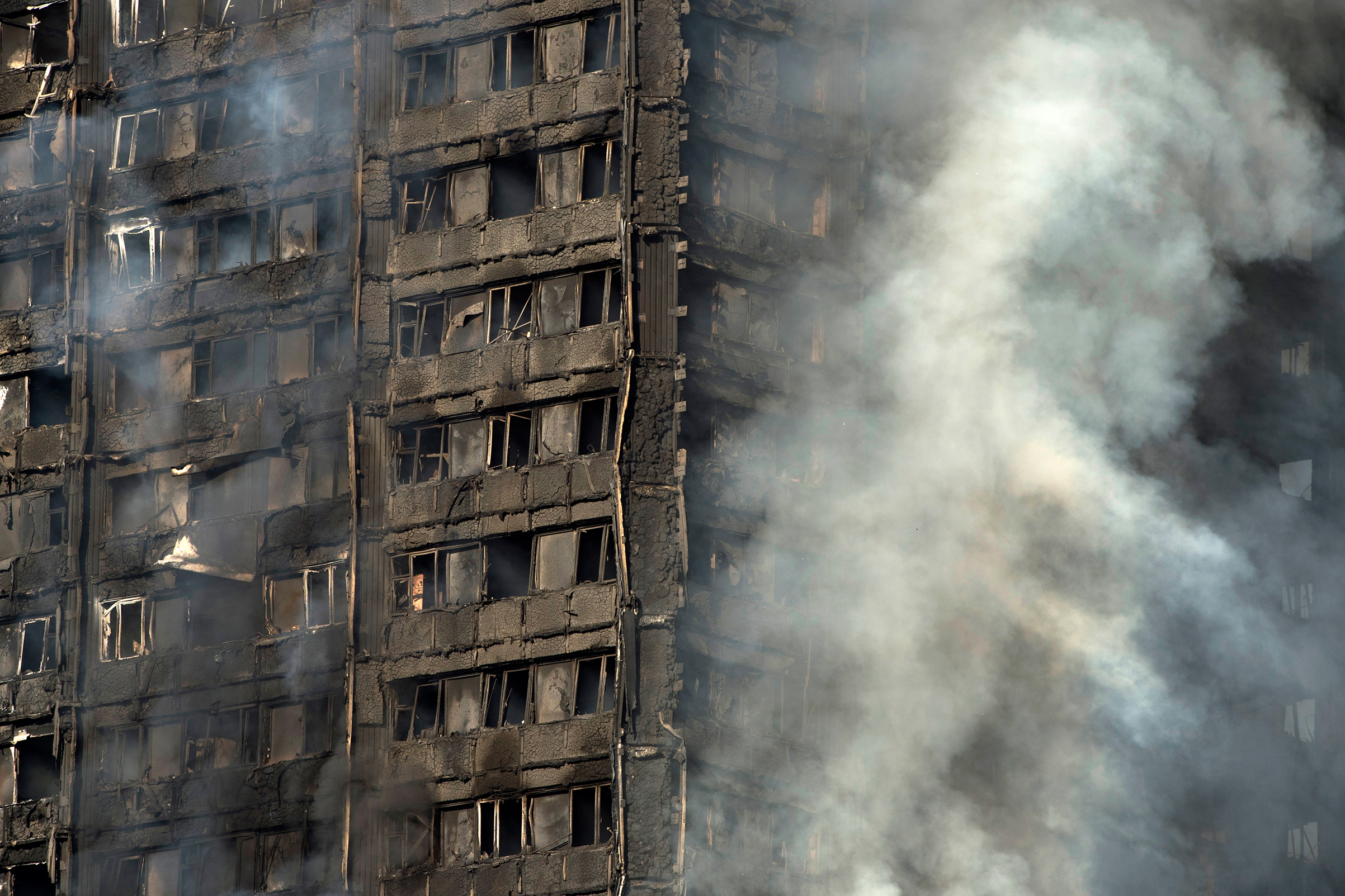 Smoke rises from the fire at the Grenfell Tower apartment block in North Kensington, London, on June 14, 2017.