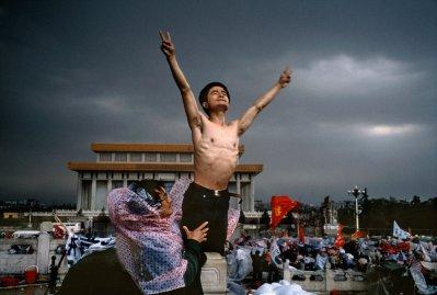 protest-china-beijing-tiananmen-square-protestor-stuart-franklin-magnum