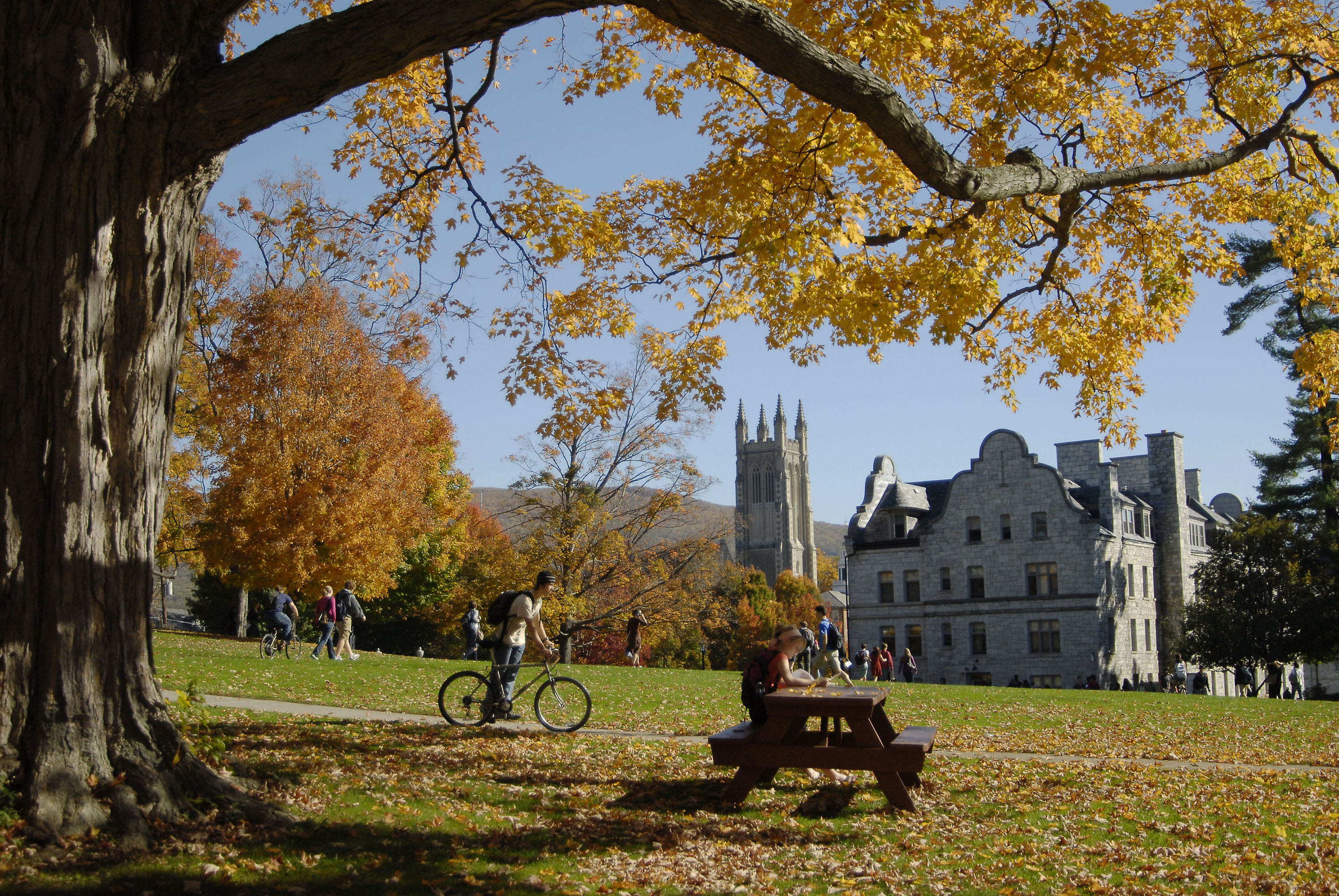 Students pass time between classes on the campus of Williams College in Williamstown, Mass., on October 22, 2007.