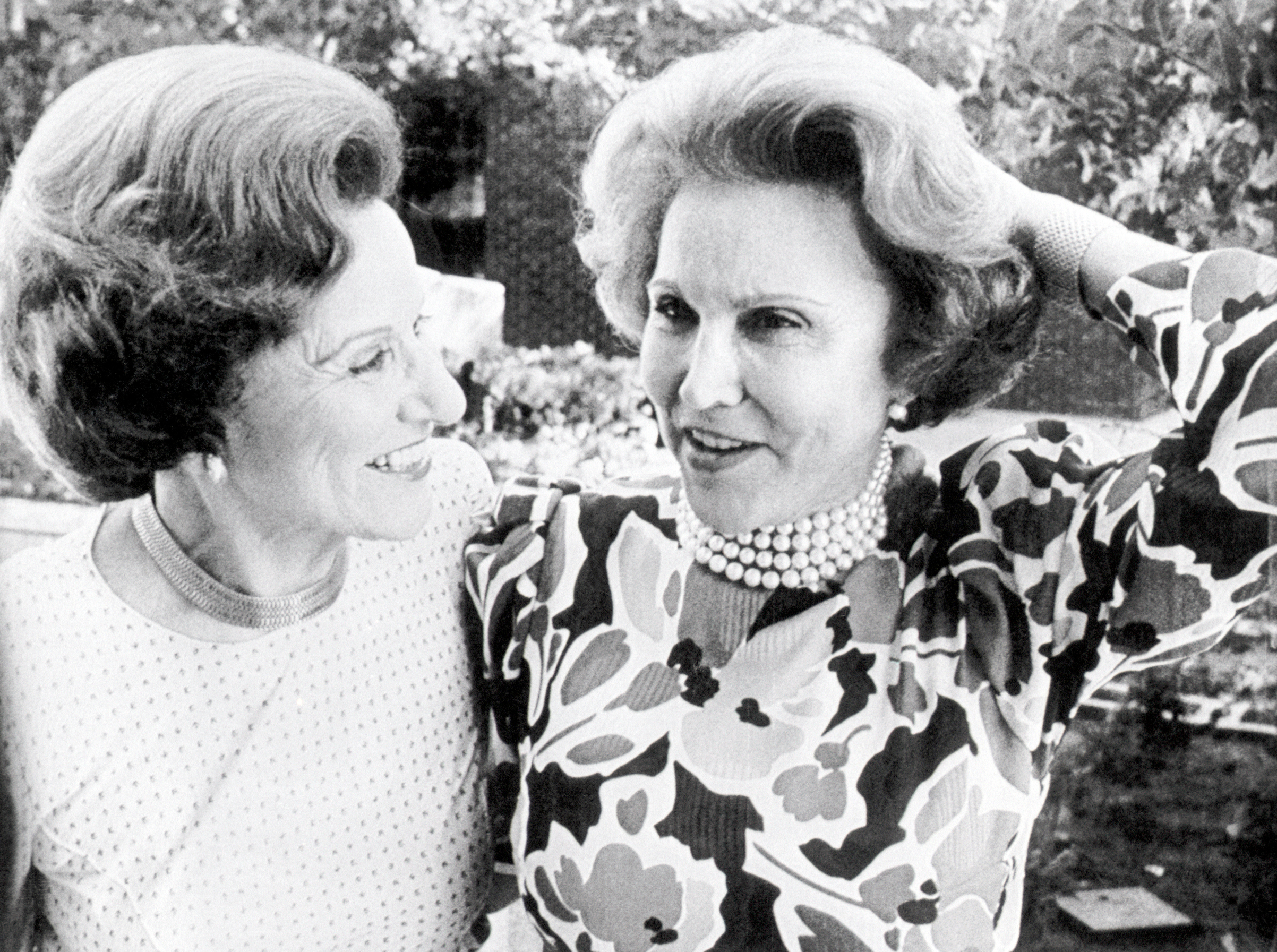 Advice columnists and twin sisters Abby Van Buren and Anne Landers at their fiftieth high school reunion in Sioux City, Iowa. June 21, 1986.