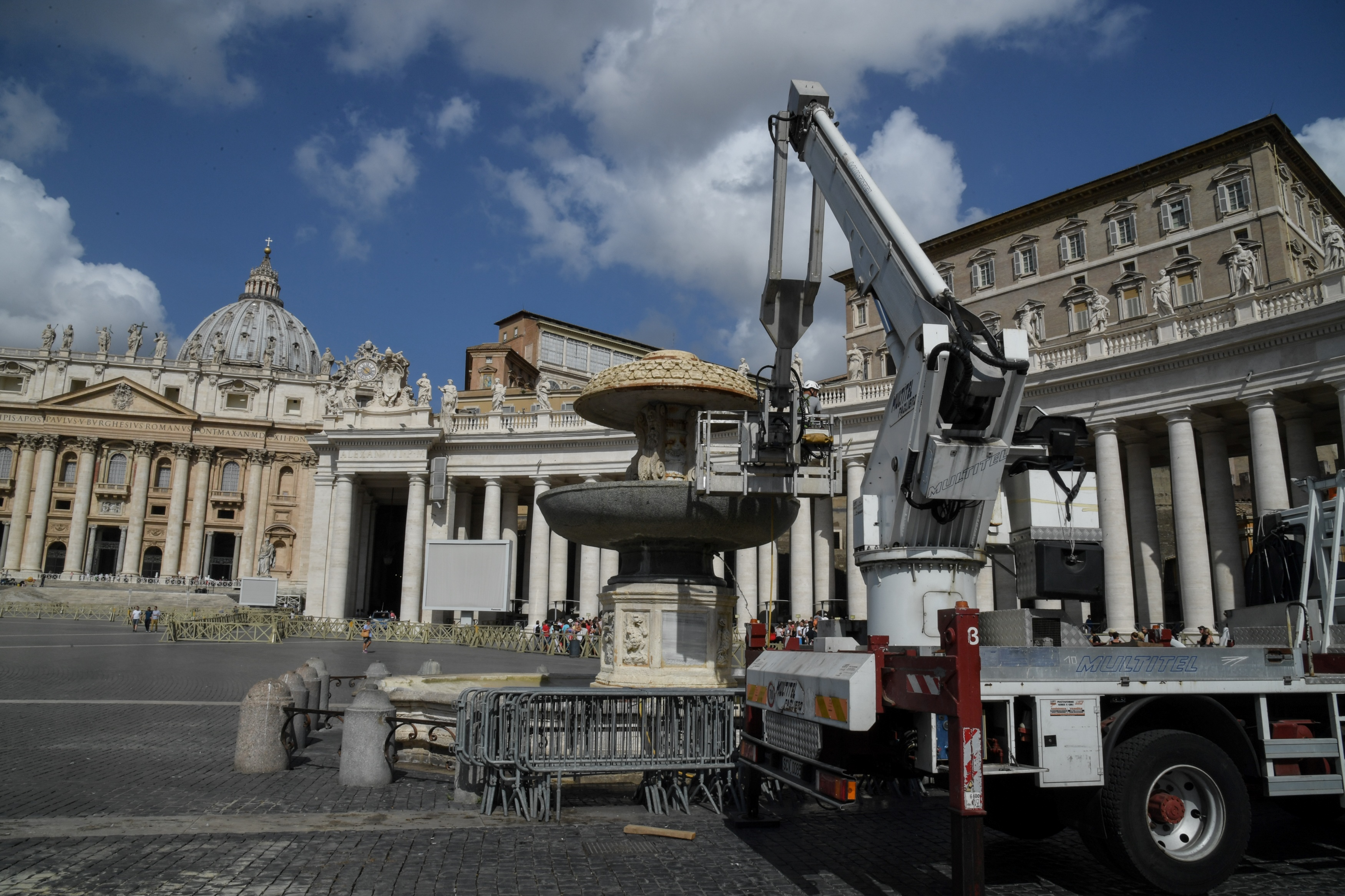 A mobile crane is seen parked at a dry fountain in St Peter's Square, in Vatican city, after the Vatican authorities decision to turn off some of the fountains due to a drought affecting Rome, on July 25, 2017.