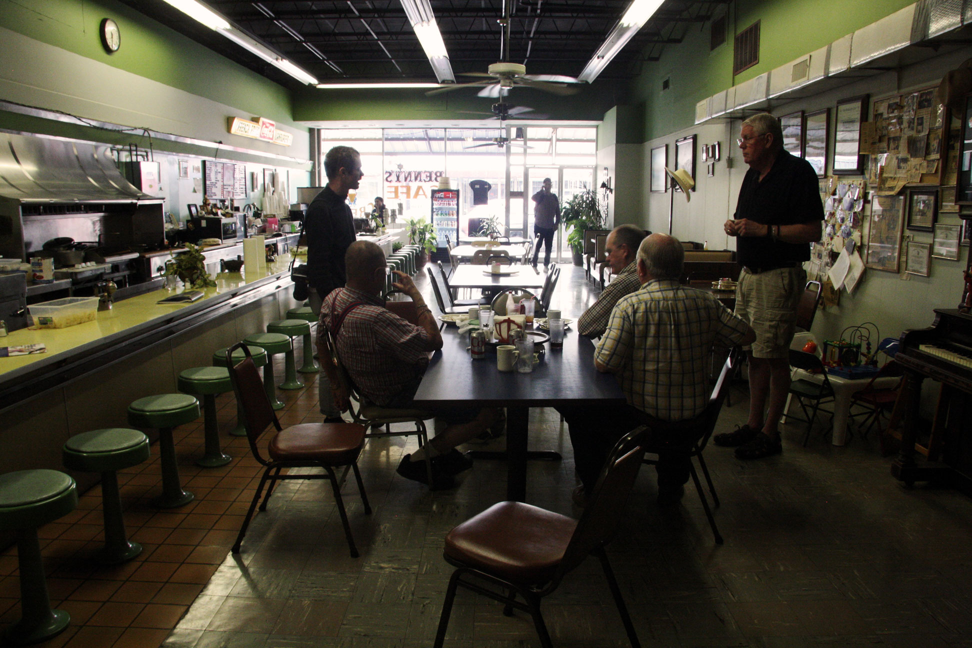 Lee Weathersbee (standing, in shorts) and friends at Benny's Café in Del Rio, Texas. Benjamin Preston—The Drive