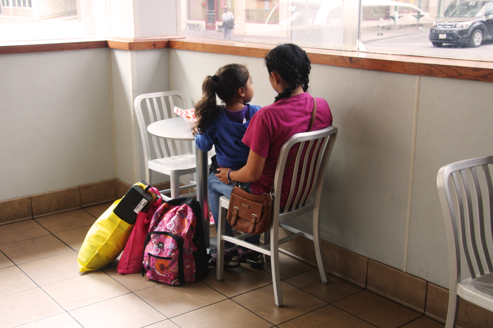 Melissa and daughter Camila (last name not given) await a Greyhound bus to Las Vegas. Benjamin Preston/The Drive
