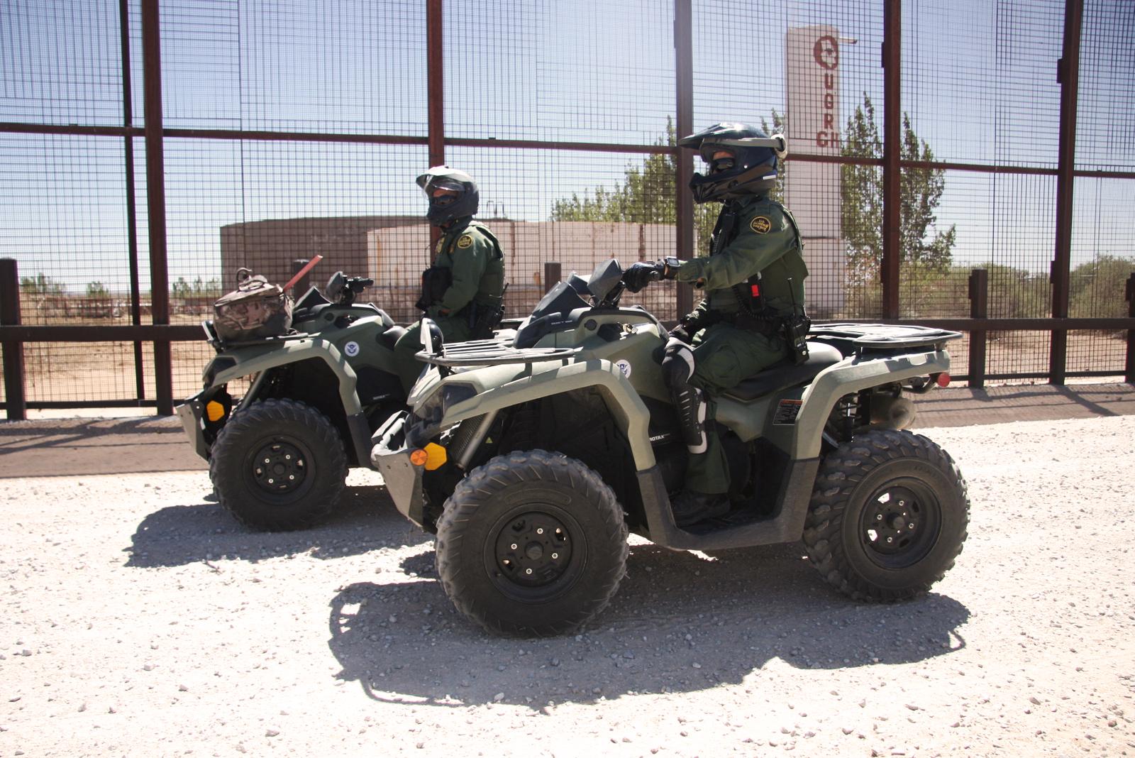 U.S. Border Patrol agents near El Paso, Texas. Benjamin Preston—The Drive