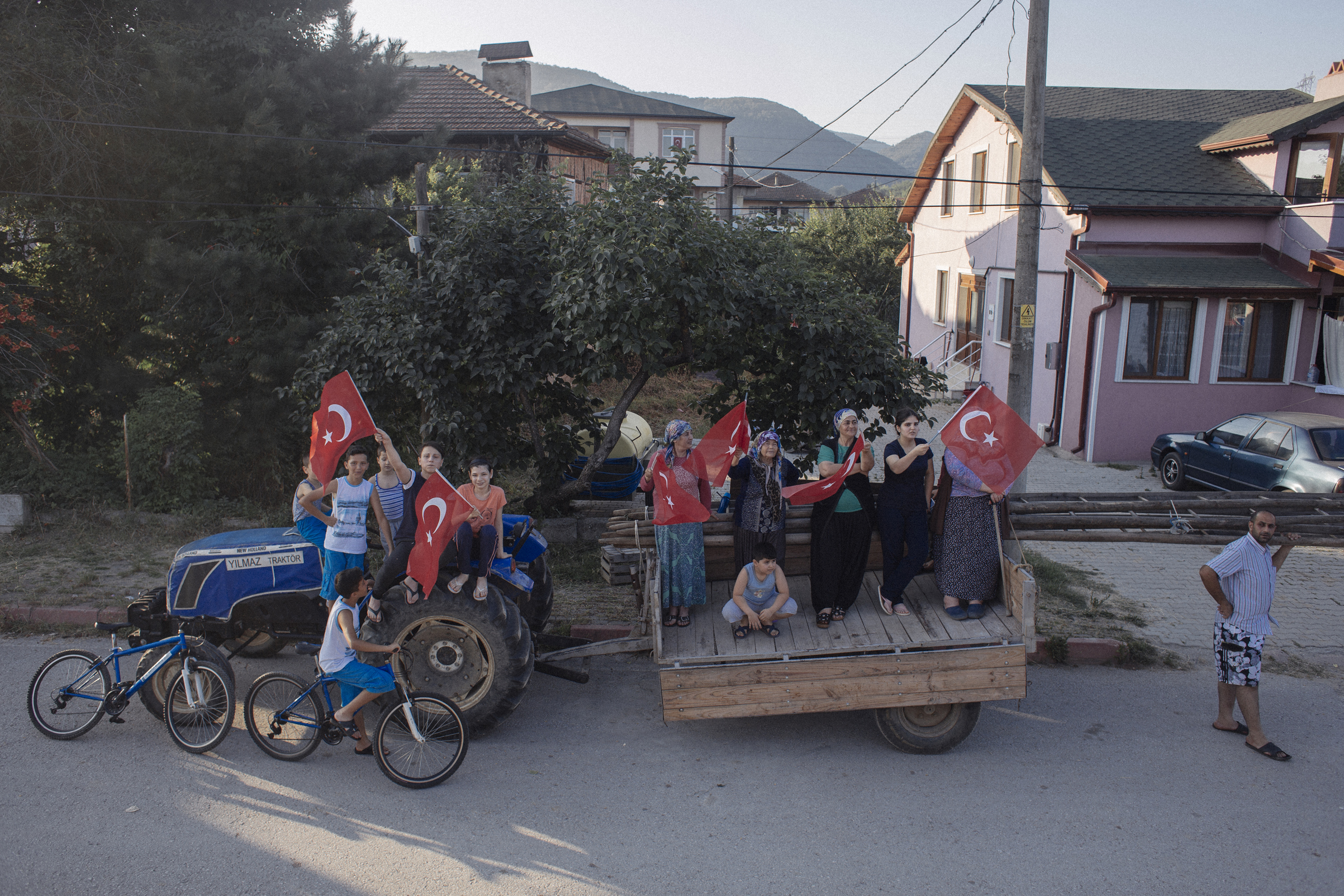 Villagers support the Justice March near the highway in Kartepe, Turkey as protestors make their way from Ankara to Istanbul, July 2, 2017. There were a surprising number of well-wishers along the march route, including in Duzce, a stronghold for President Recep Tayyip Erdogan.