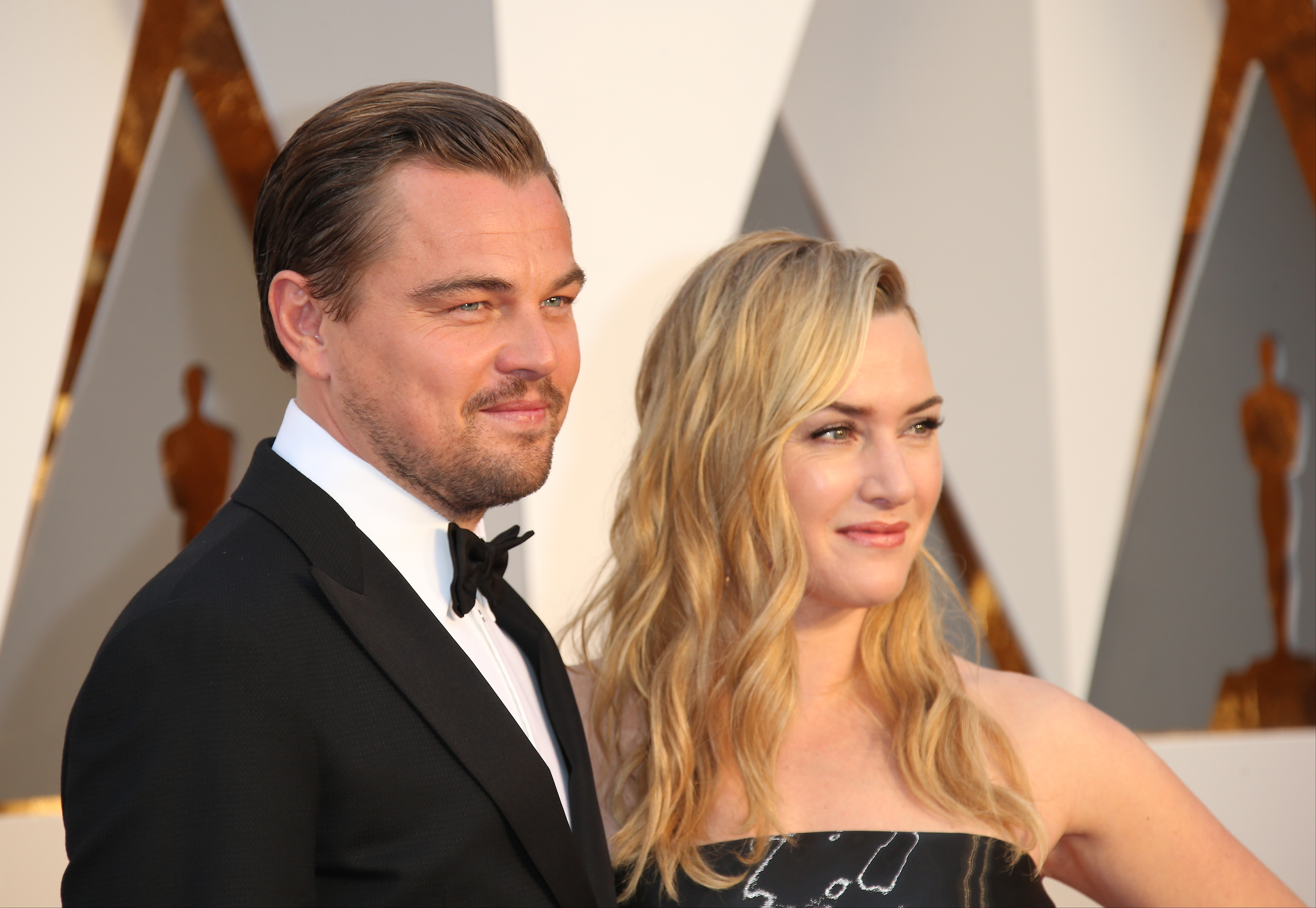 (L-R) Actors Leonardo DiCaprio and Kate Winslet attend the 88th Annual Academy Awards at Hollywood & Highland Center on February 28, 2016 in Hollywood, California.