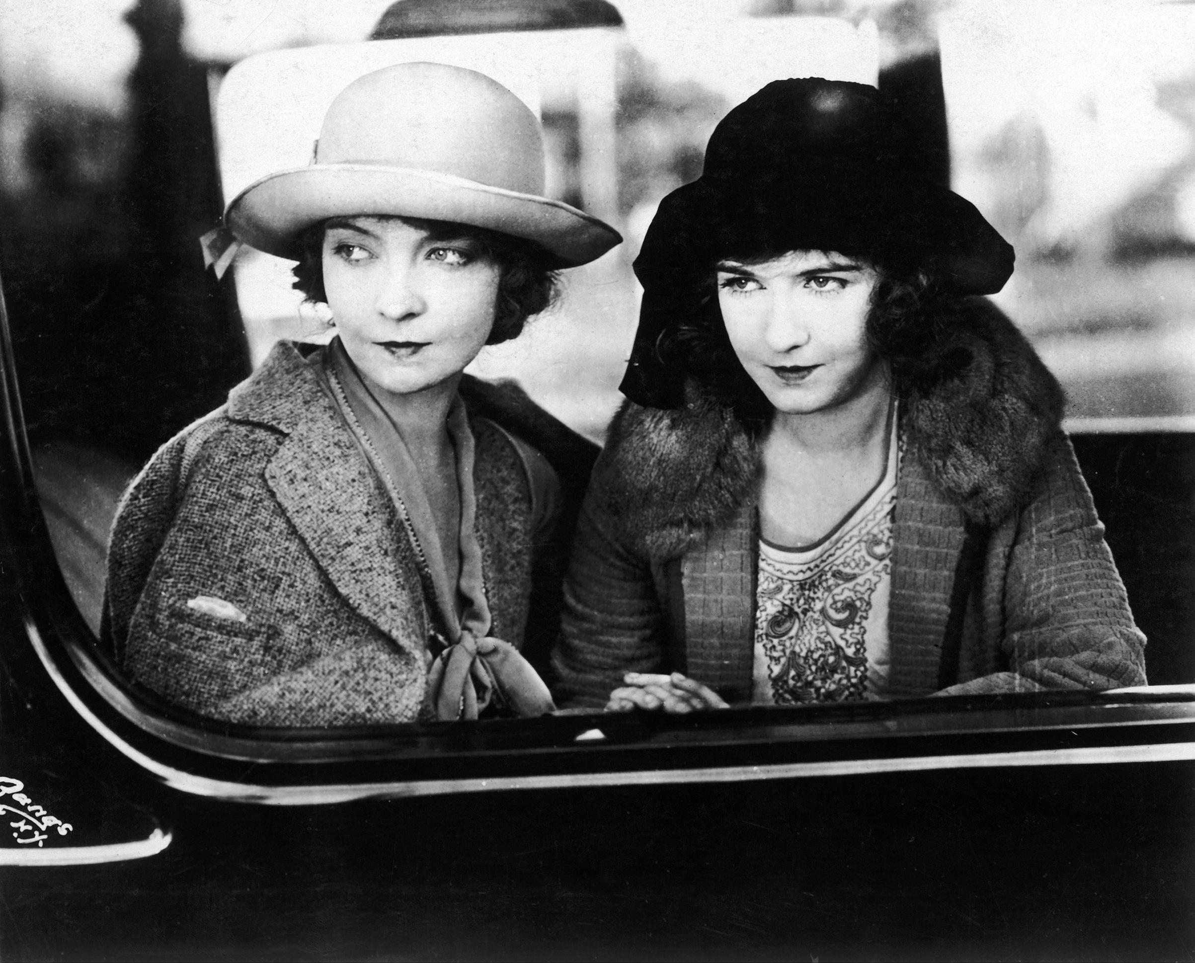 Silent film stars Lillian and Dorothy Gish, circa 1920s.