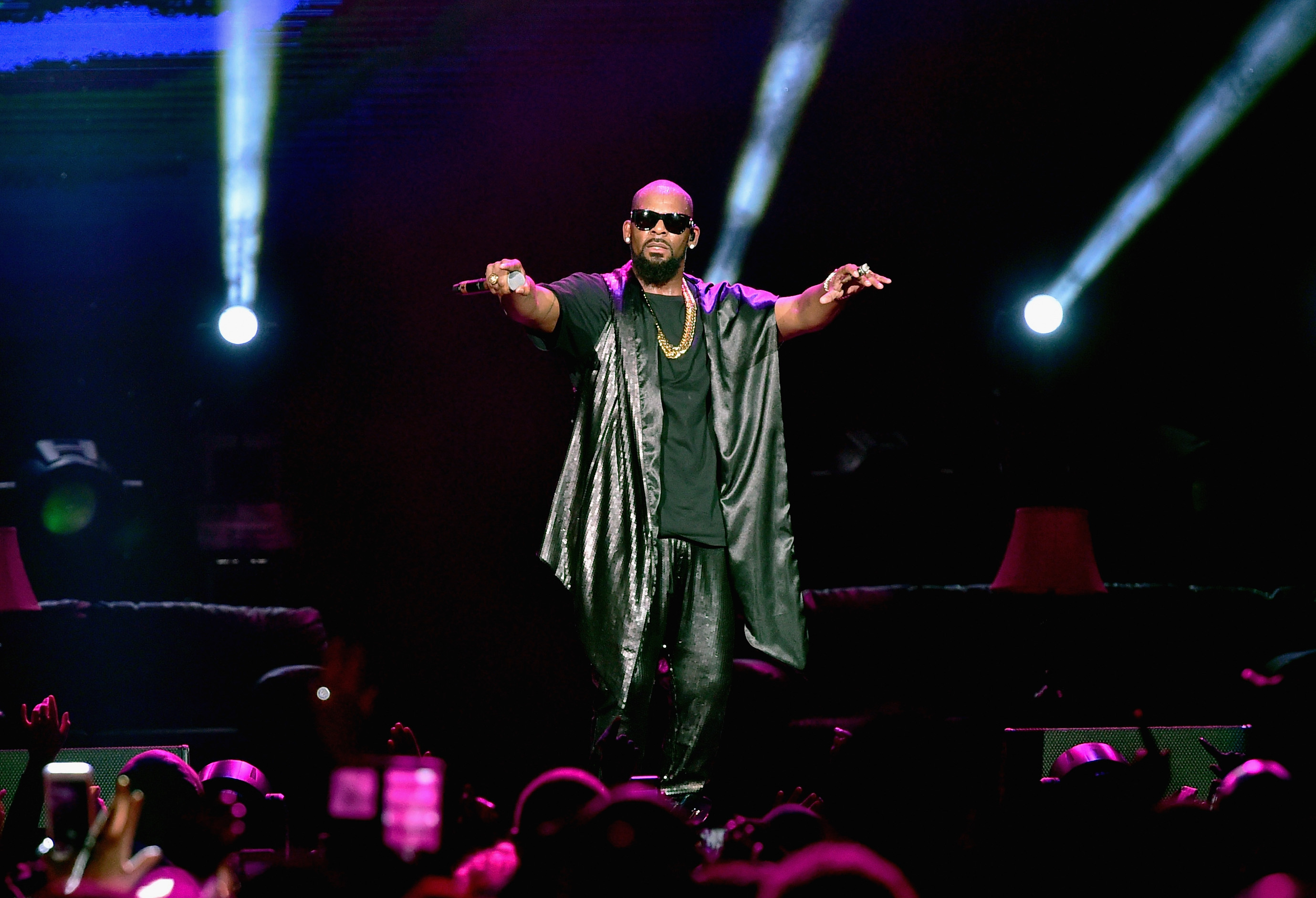Recording artist R. Kelly perfoms onstage during the Soul Train Weekend Concert 2015 at the Mandalay Bay Events Center on November 7, 2015 in Las Vegas, Nevada.