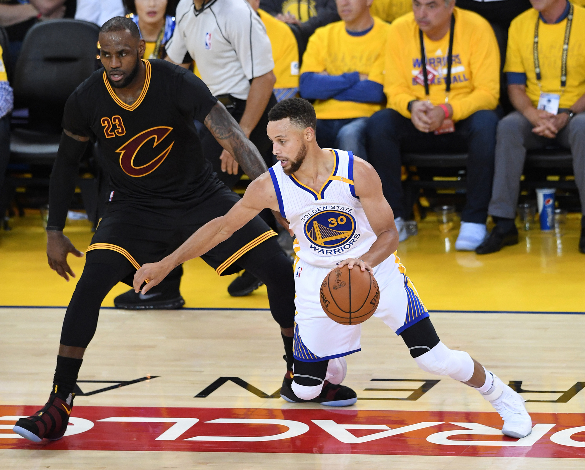 Steph Curry Rips Nike Lebron Shoes Off Fan S Feet In Asia Time