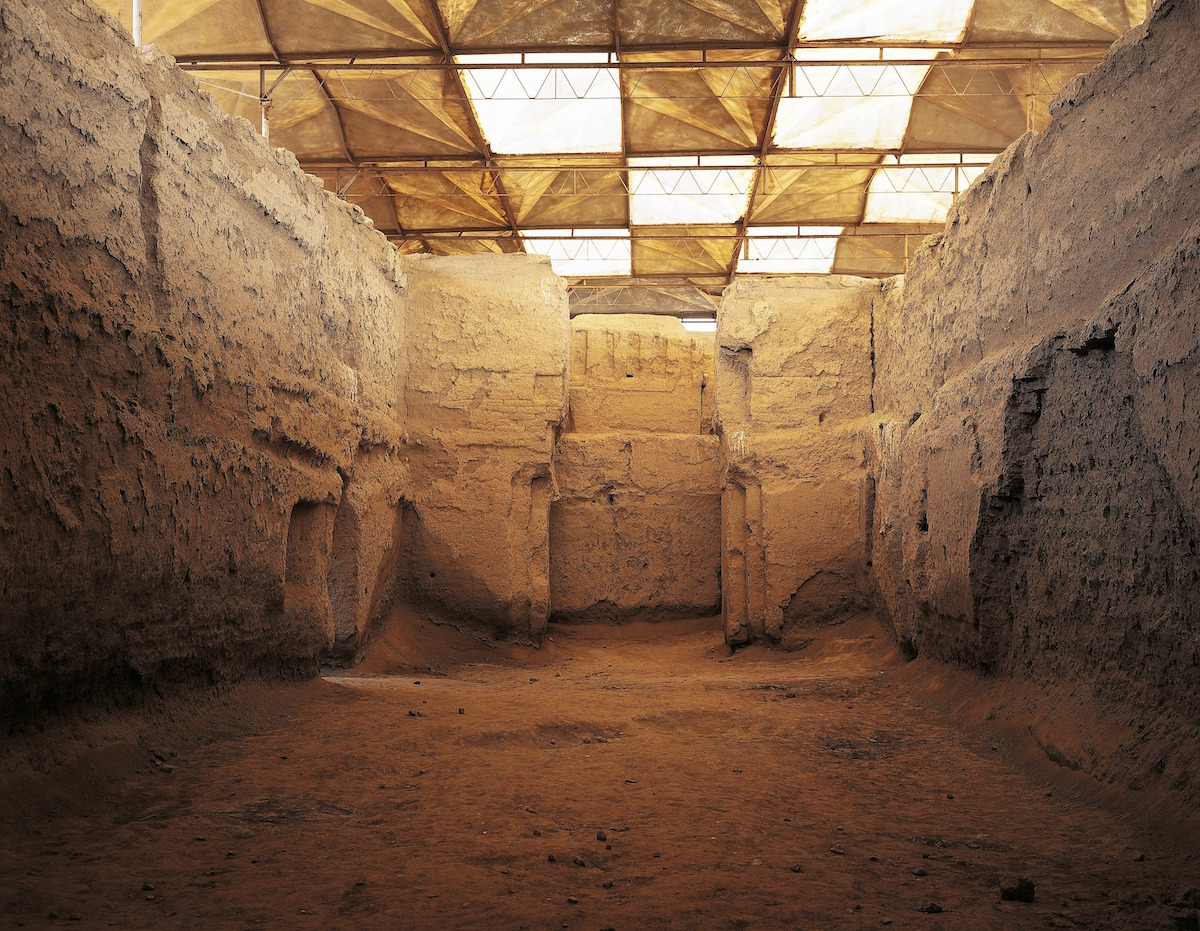 The throne room in the Palace of Zimri-lim, Mari (now Tell Hariri) archaeological site, Syria. Photographed in 2006.