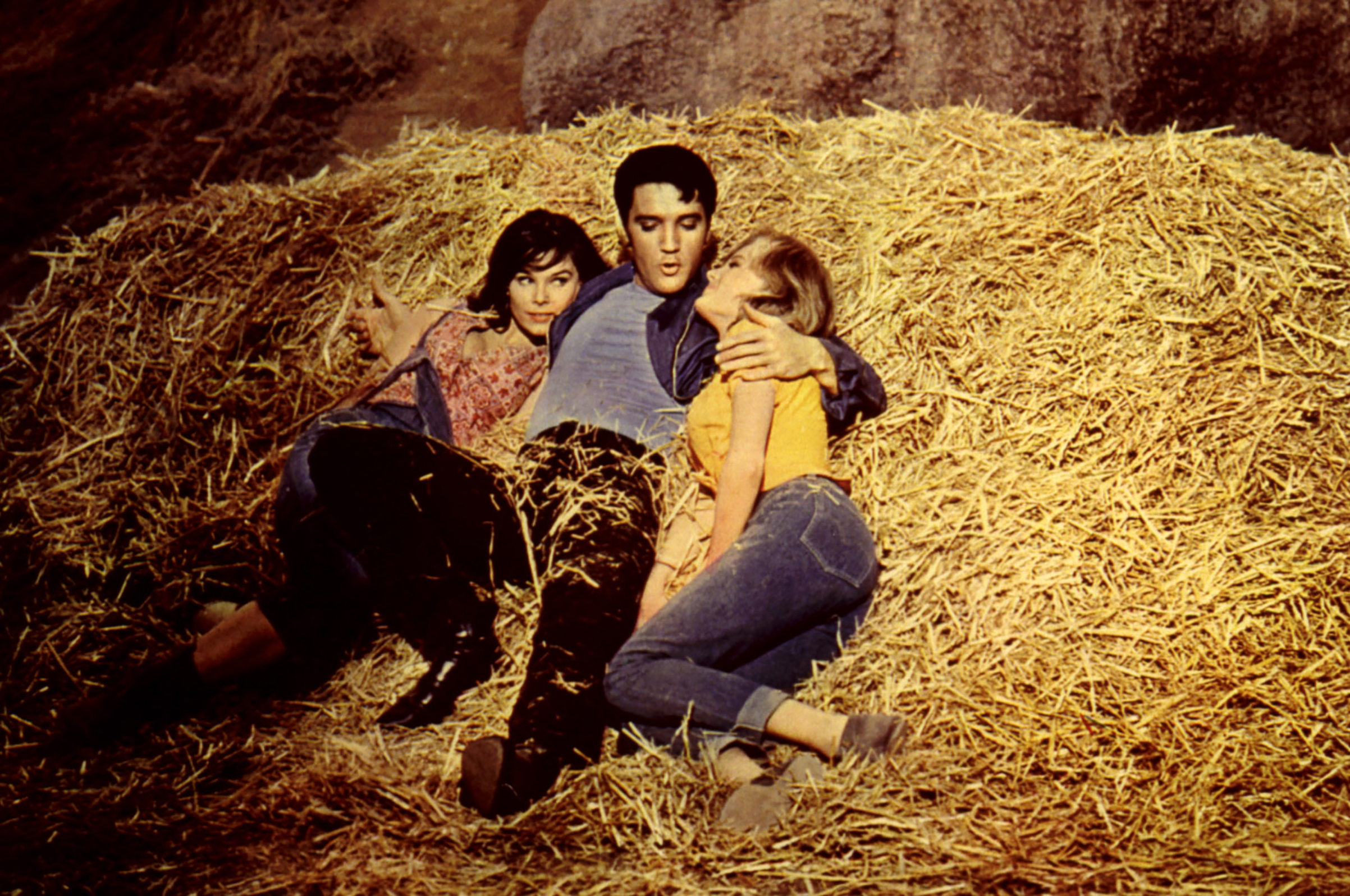 Kissin' Cousins : 1964, Elvis with Yvonne Craig and Pamela Austin.