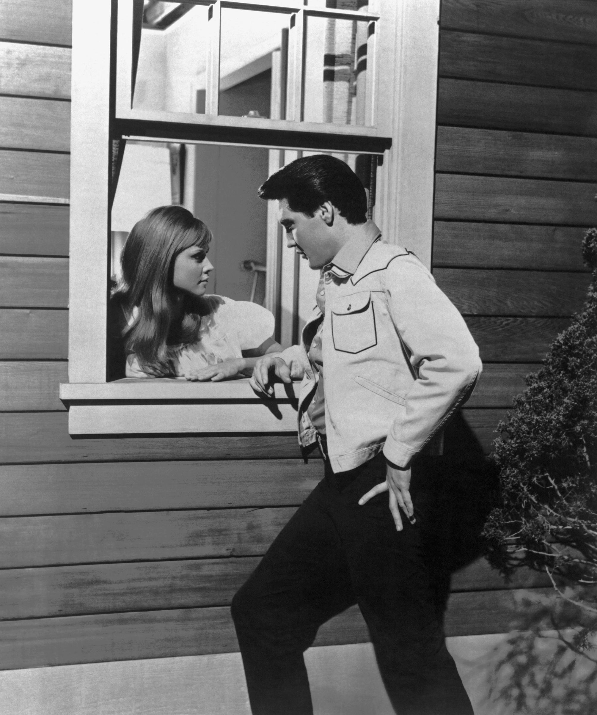 Tickle Me : 1965, Elvis and Jocelyn Lane.