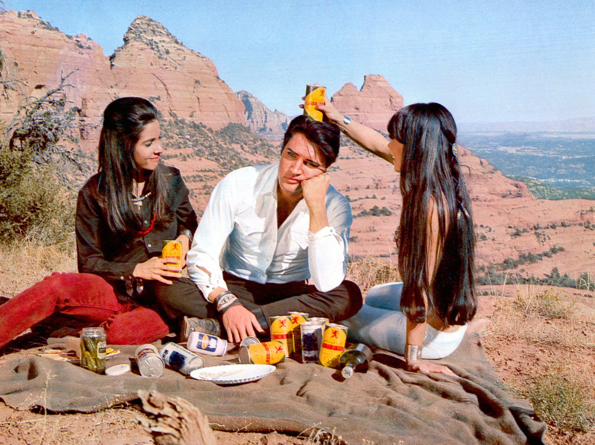 Stay Away, Joe : 1968, Elvis on set with Caitlin Wyles and Maurishka.