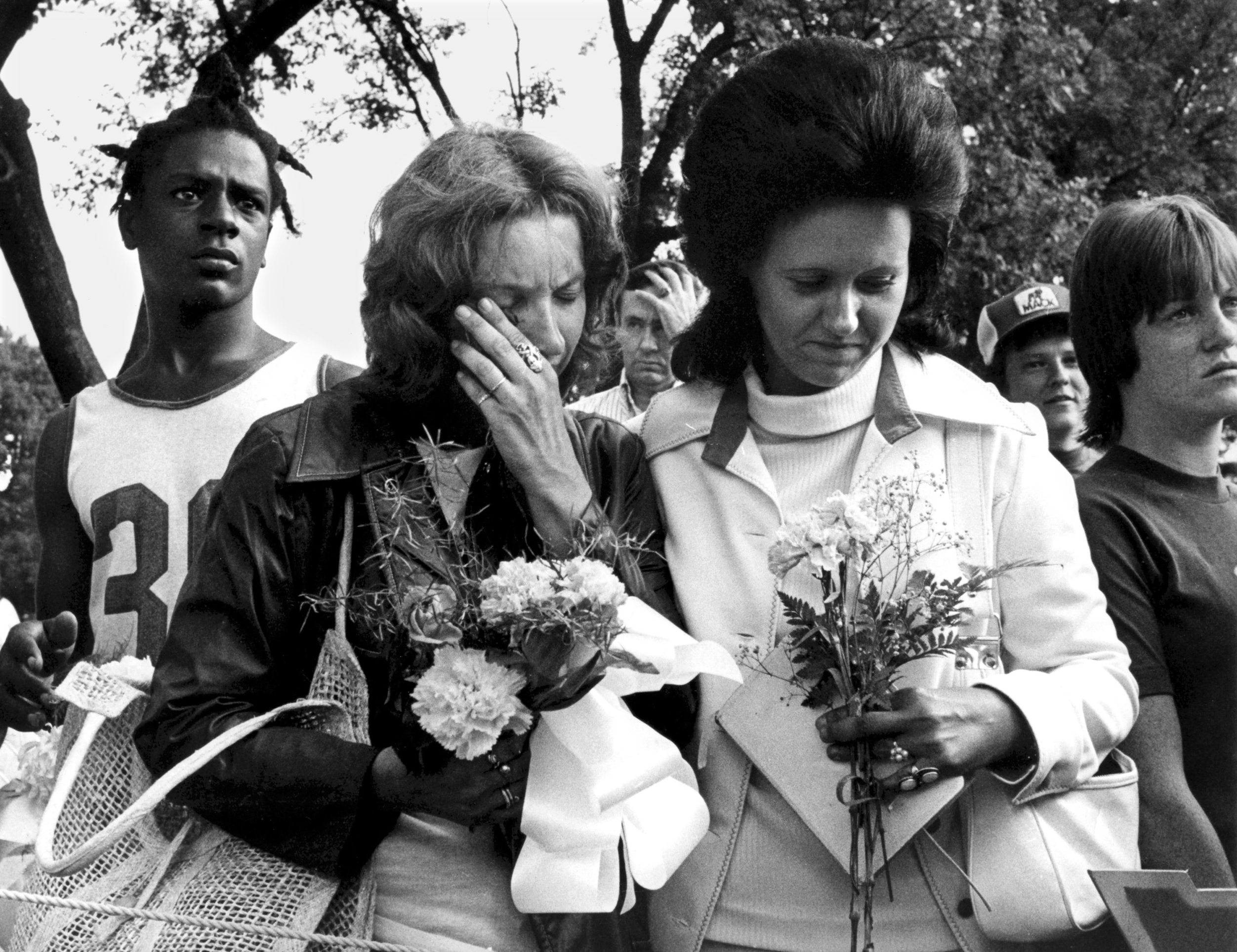Fans weep and pay tribute to Elvis at Forest Hill Cemetery Midtown, in Memphis, Tenn.  Aug. 19, 1977.