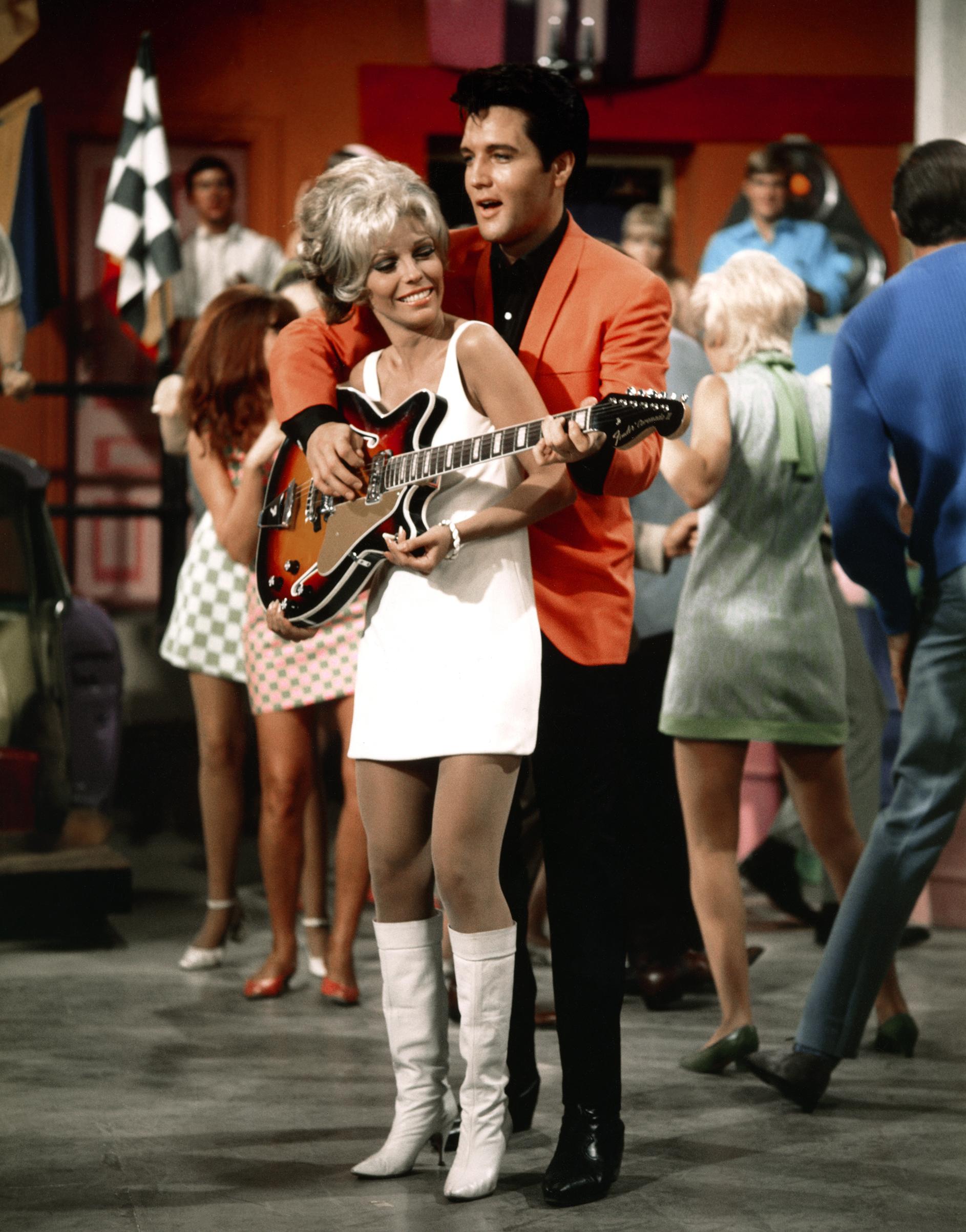 Speedway : 1968, Elvis and Nancy Sinatra.