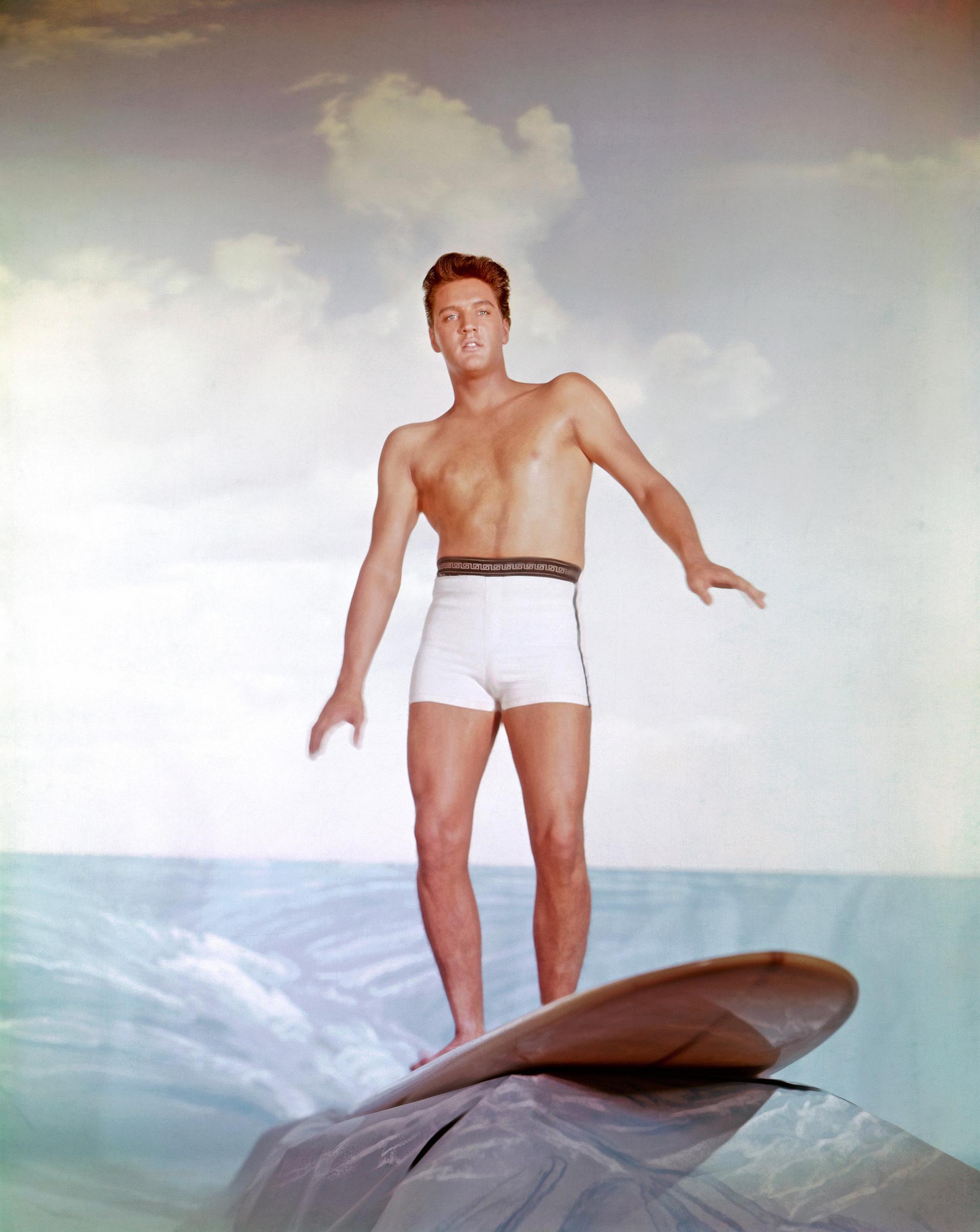 Blue Hawaii : 1961, Elvis on a surfboard.