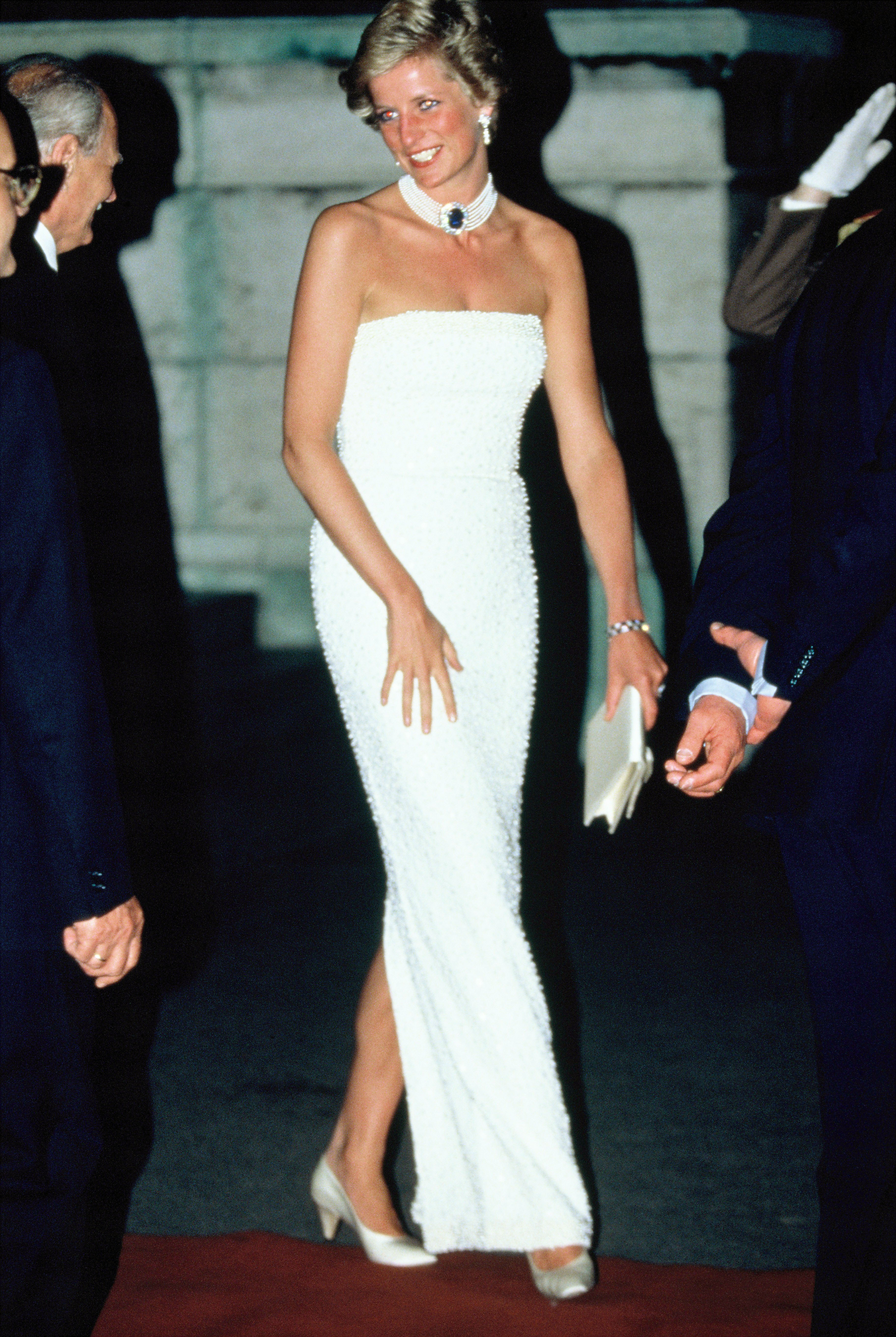 All eyes were on Diana when she showed up to a state dinner in Budapest in 1990 wearing a stunning and slim white column dress by Catherine Walker with a pearl choker.