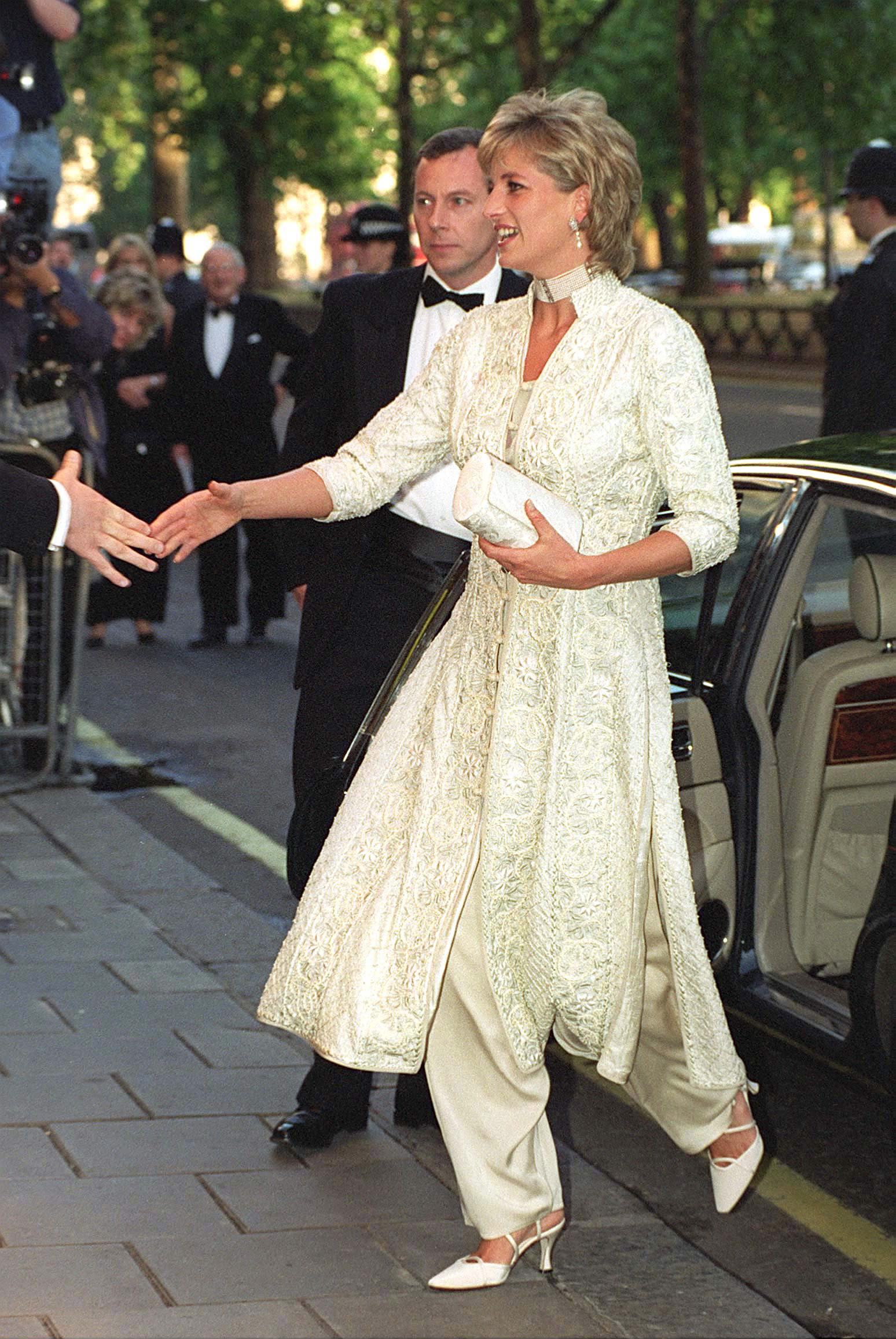 Diana wore a shalwar kameez, a gift from friend Jemima Khan, to a 1996 benefit given by Khan's husband, cricketer Imran.